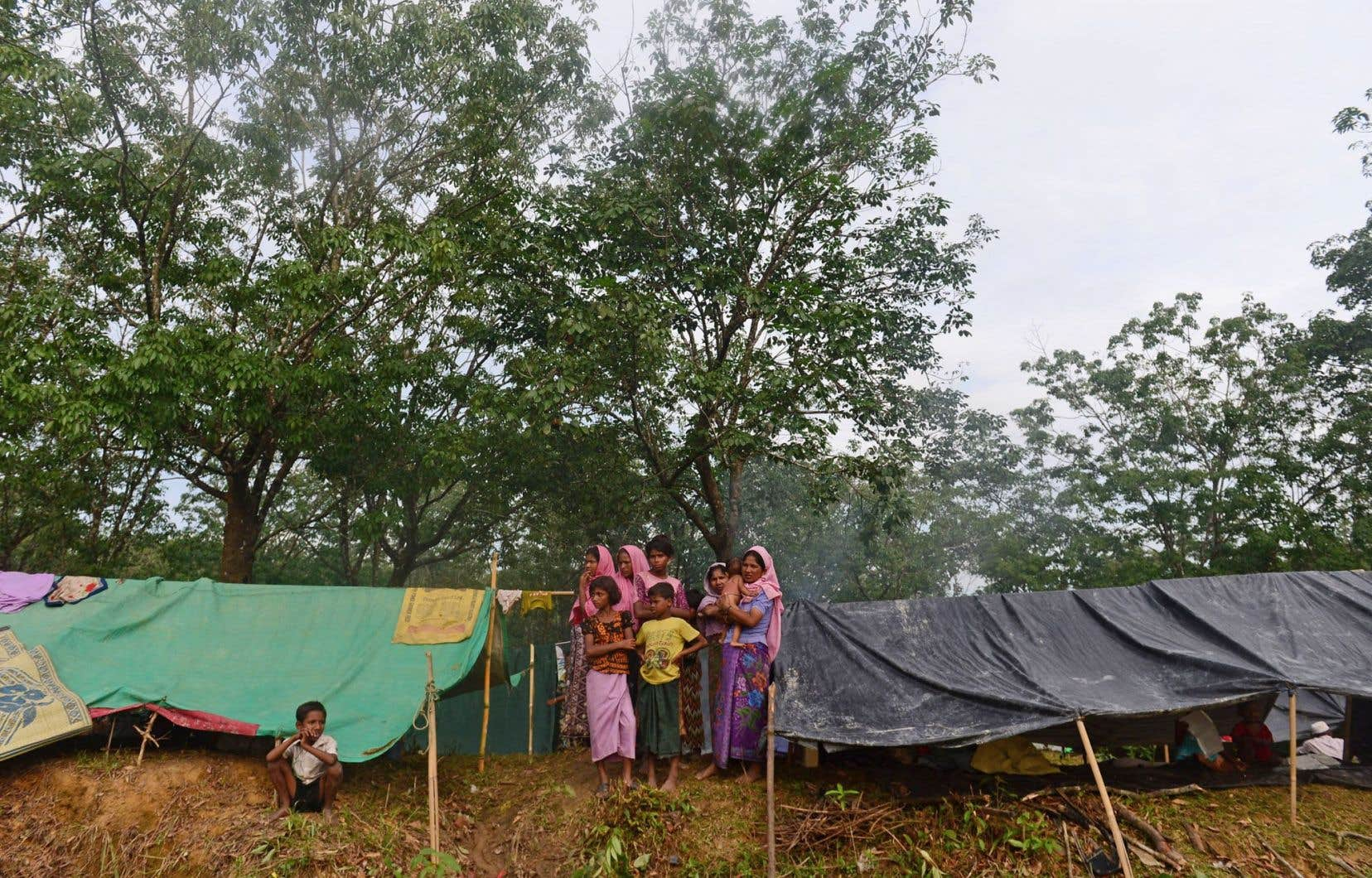 Après avoir fui la violence au Myanmar, les réfugiés rohingyas vivent dans des sites improvisés surpeuplés le long de la frontière avec le Bangladesh, comme ici au camps de réfugiés Kutupalong.