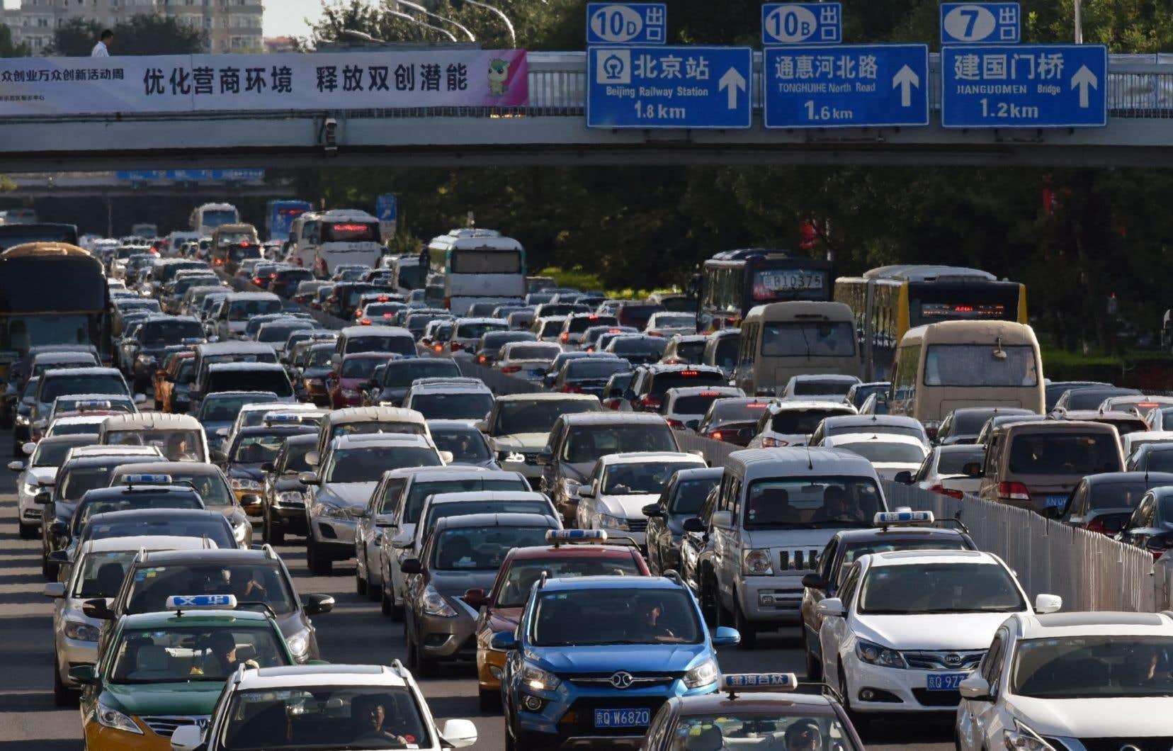 <p>Pékin serait-il prêt à emboîter le pas à la France et au Royaume-Uni, qui ont récemment dévoilé leur intention d'interdire la vente des voitures diesel ou essence sur leurs marchés d'ici 2040 ?</p>