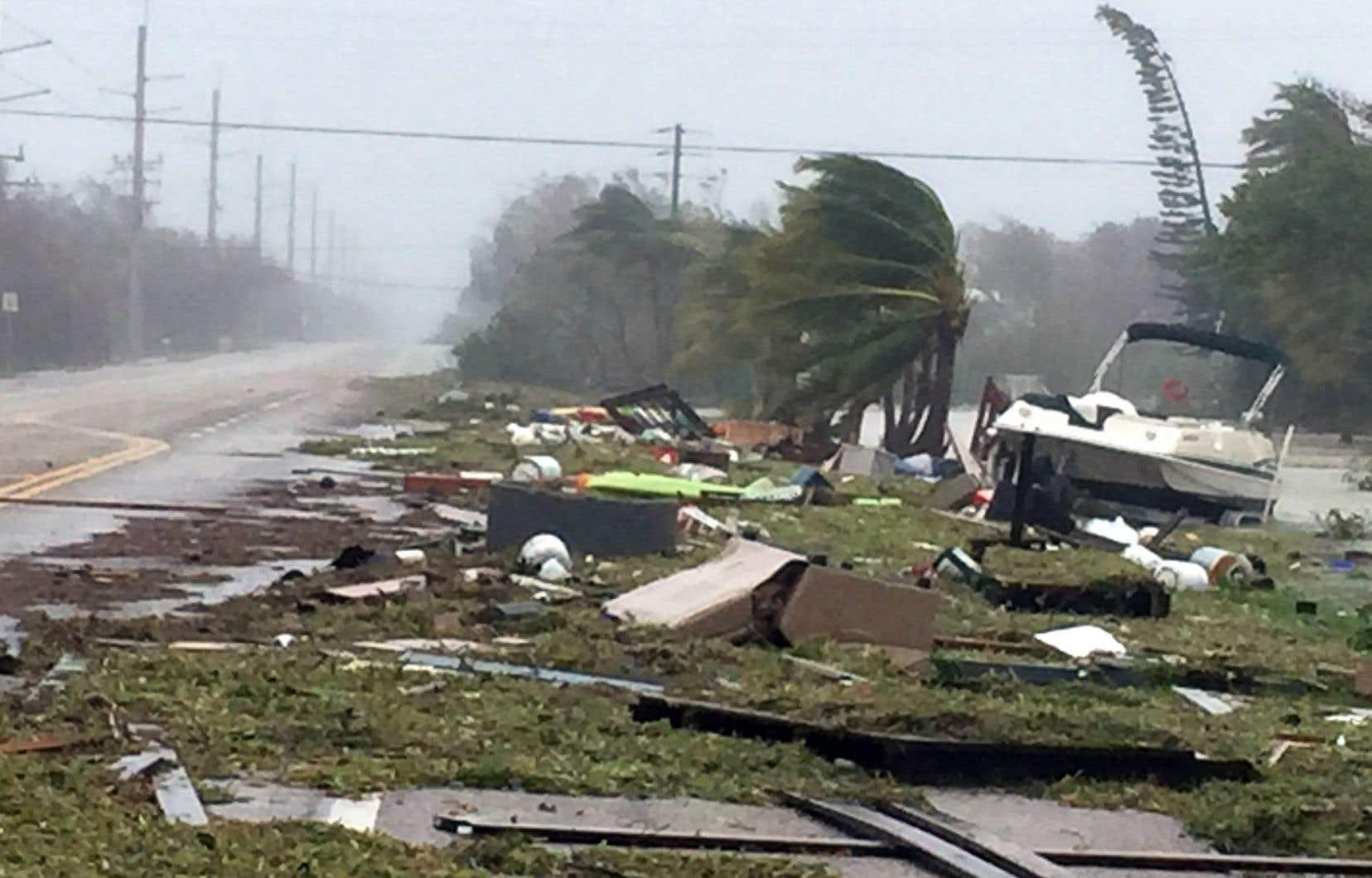 À Islamorada, des débris jonchent la route après le passage d'«Irma».