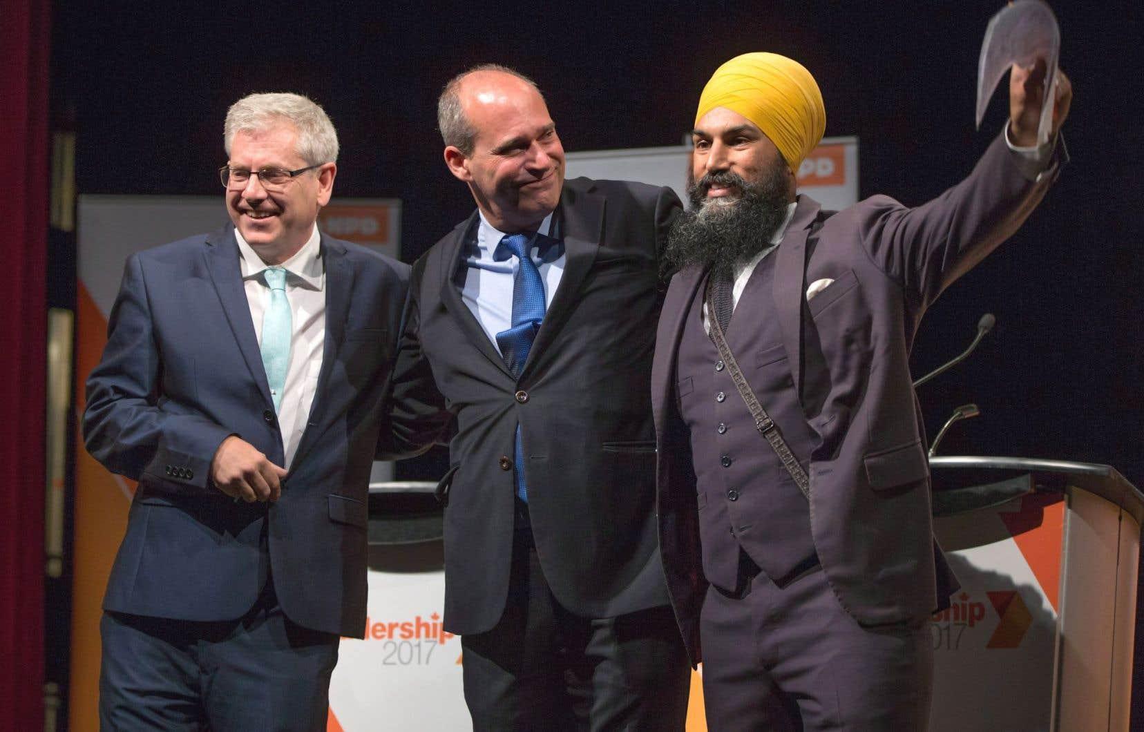 Les candidats Charlie Angus, Guy Caron et Jagmeet Singh, au terme d'un débat de la course à la chefferie, tenu le 10septembre dernier, à Vancouver.