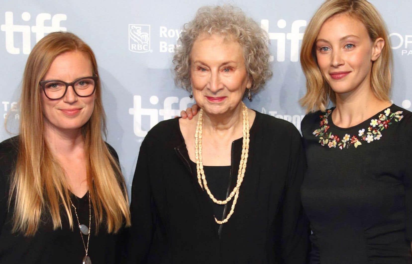 L'actrice et réalisatrice Sarah Polley, l'auteure Margaret Atwood et l'actrice Sarah Gadon ont présenté la minisérie «Alias Grace» au Festival international du film de Toronto, mercredi.