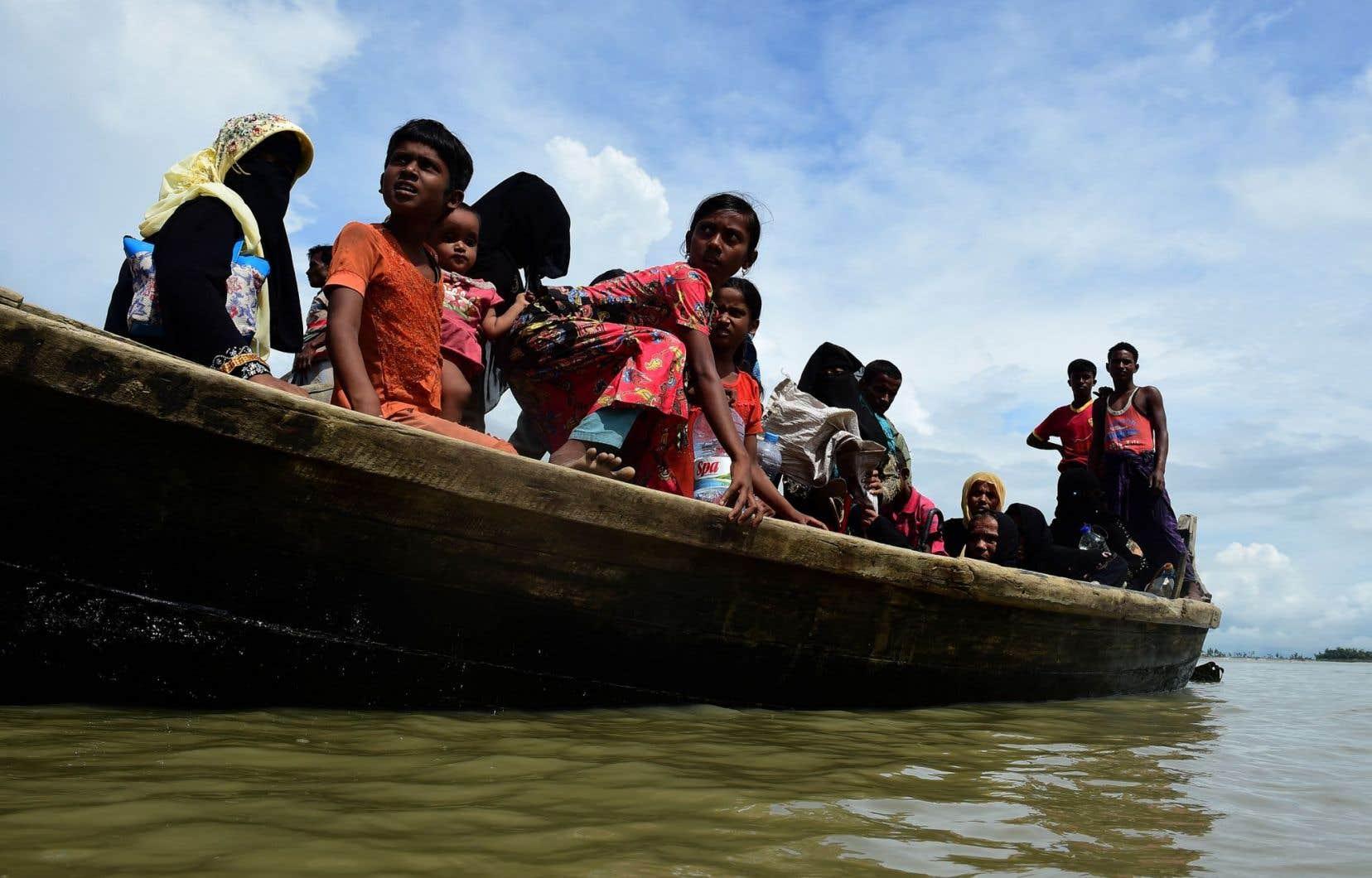 <p>À l'heure actuelle, entre 10 000 et 20 000 Rohingyas épuisés, affamés, blessés parfois, franchissent tous les jours la frontière entre le Myanmar et le Bangladesh.</p>