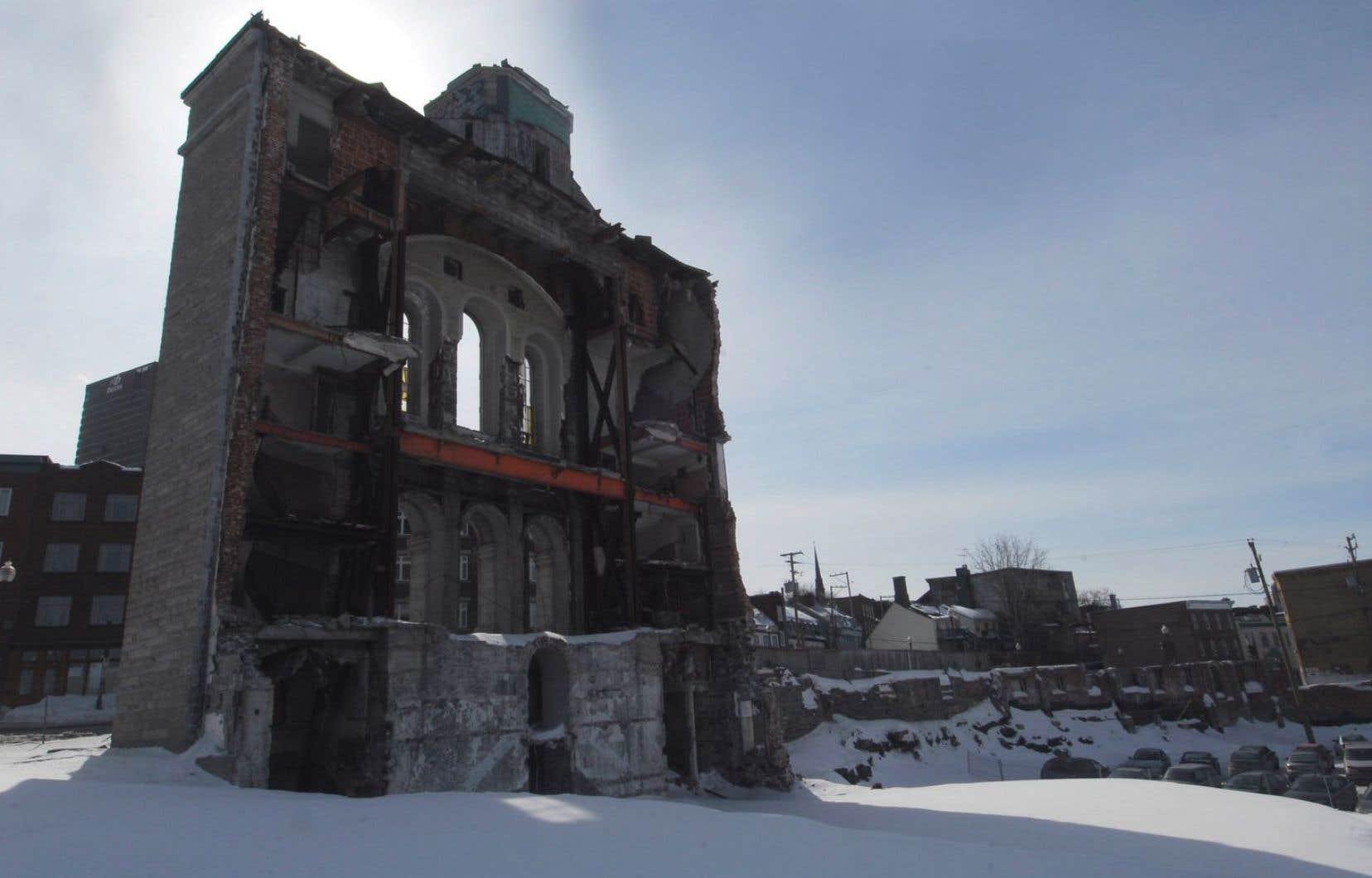 L'îlot Saint-Vincent-de-Paul abritait anciennement le patro du même nom. Il y a dix ans, le bâtiment a été détruit par le groupe Jaro, qui souhaitait y construire un hôtel.