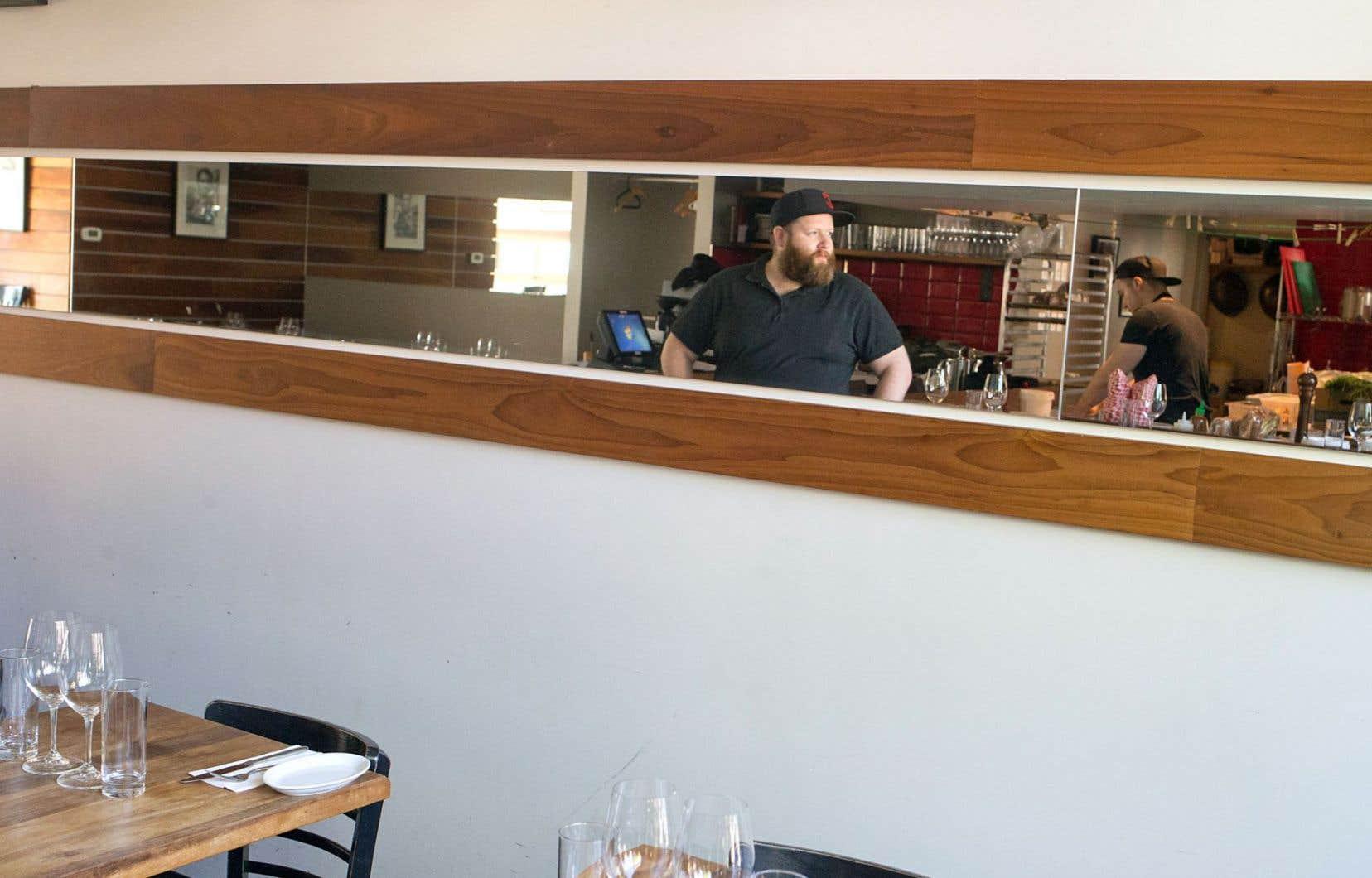 Le Dur à cuire a bien fait de choisir une rue calme du Vieux-Longueuil qui rend son restaurant encore plus intrigant, pas dur du tout et tout à fait satisfaisant pour qui cherche une bonne adresse sans prétention.