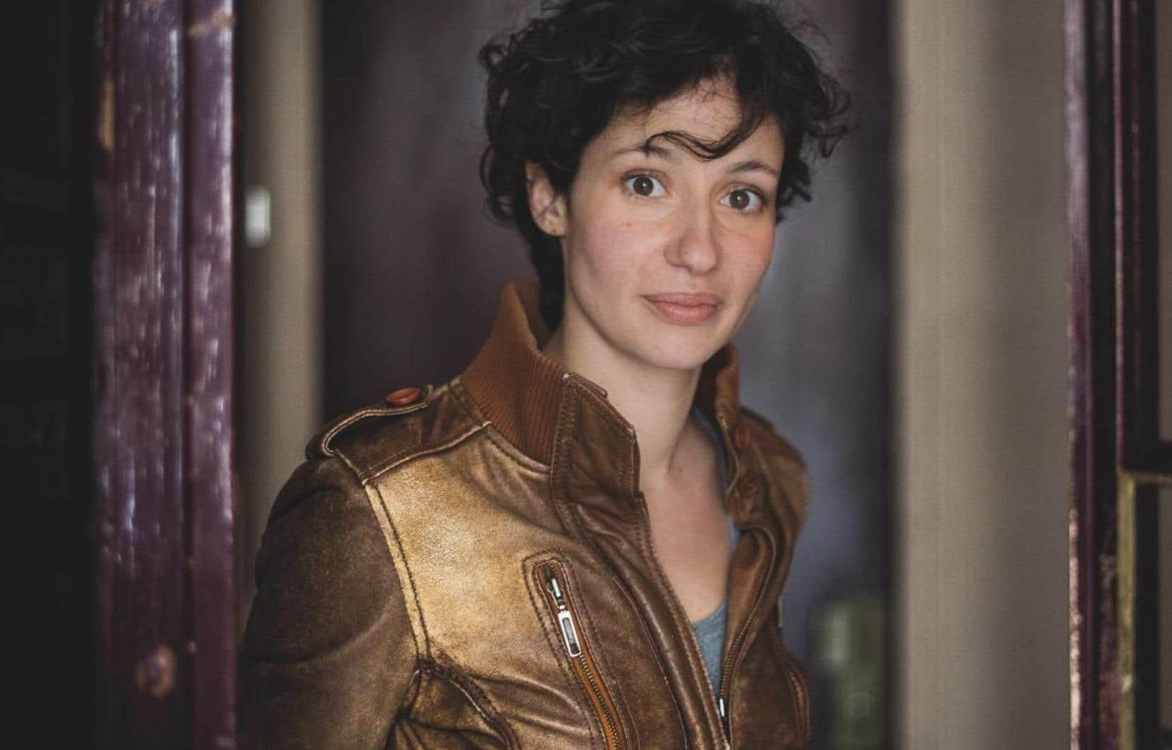 Alice Zeniter est née en France d'un père Kabyle et d'une mère Française.