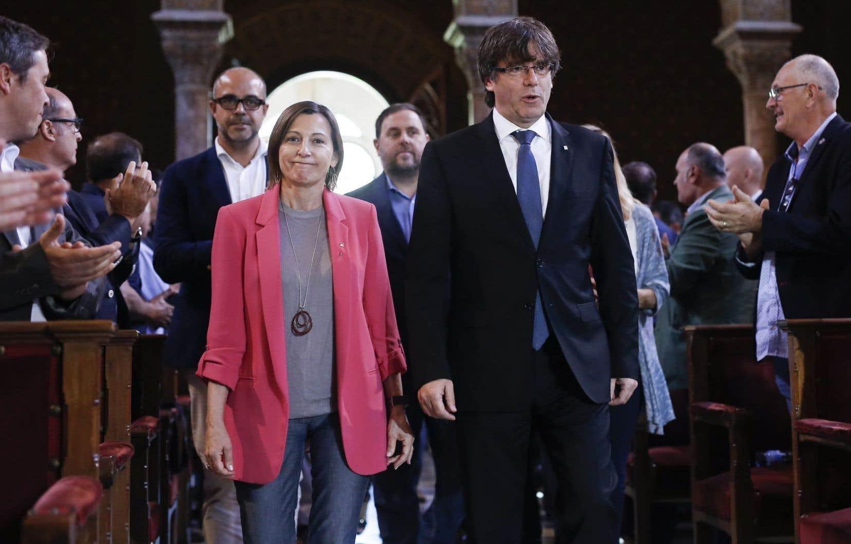 Le président du gouvernement régional catalan Carles Puigdemont et la présidente du parlement catalan Carme Forcadell