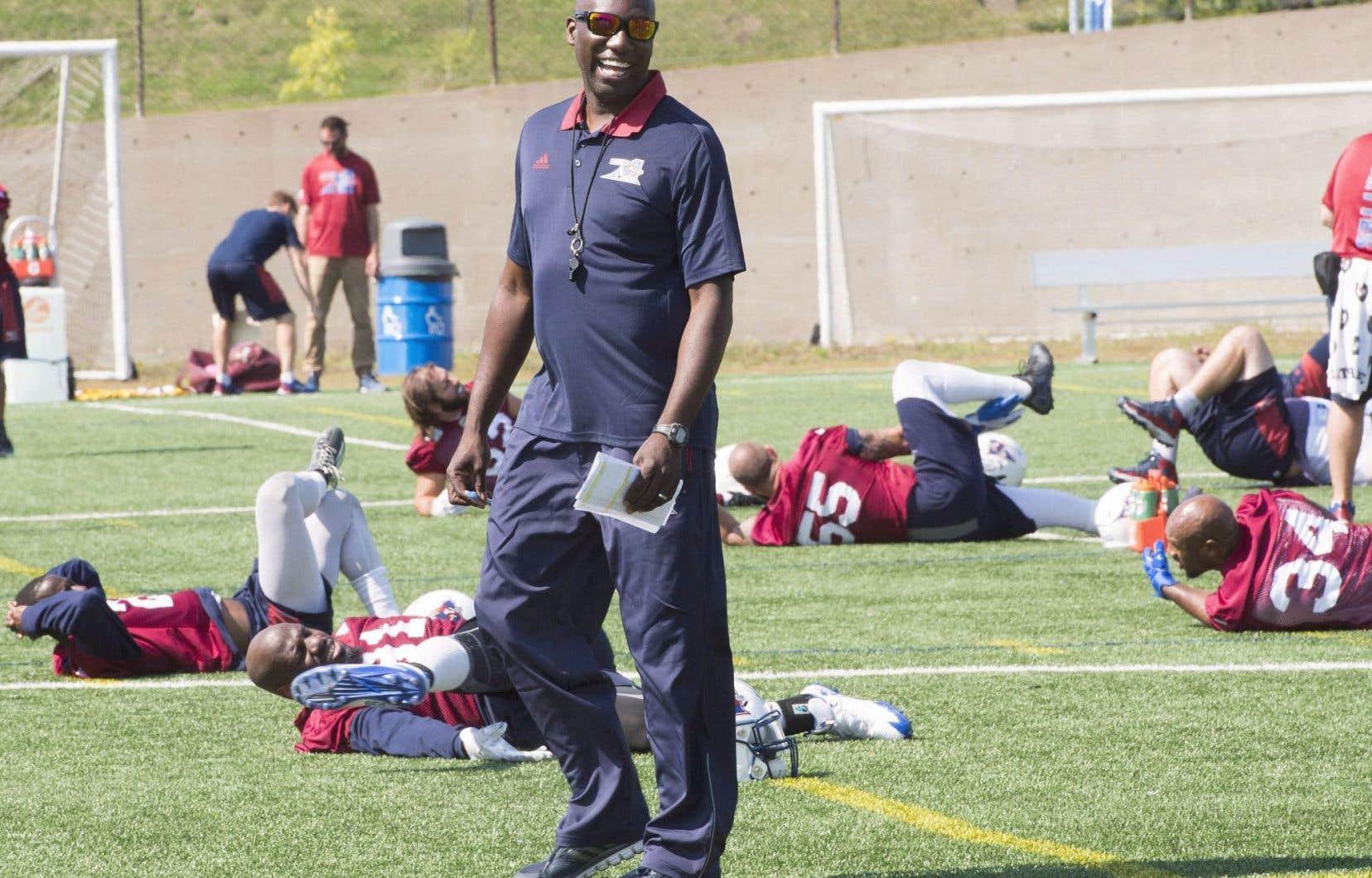 Le directeur général et entraîneur-chef par intérim Kavis Reed dirigera son premier match dimanche à Montréal contre Ottawa.