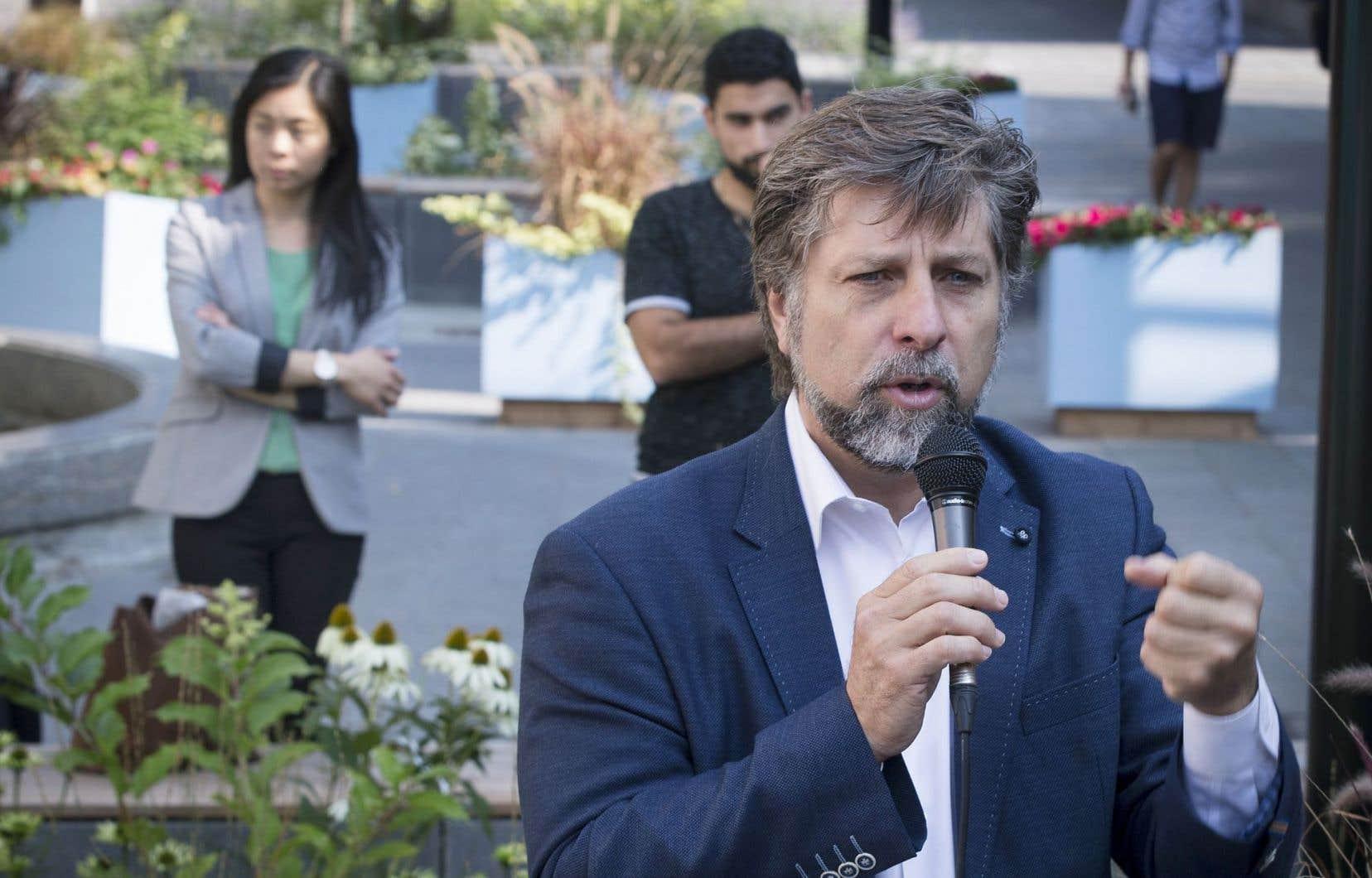 Luc Ferrandez a inauguré vendredi les nouveaux aménagements de la rue Prince-Arthur.
