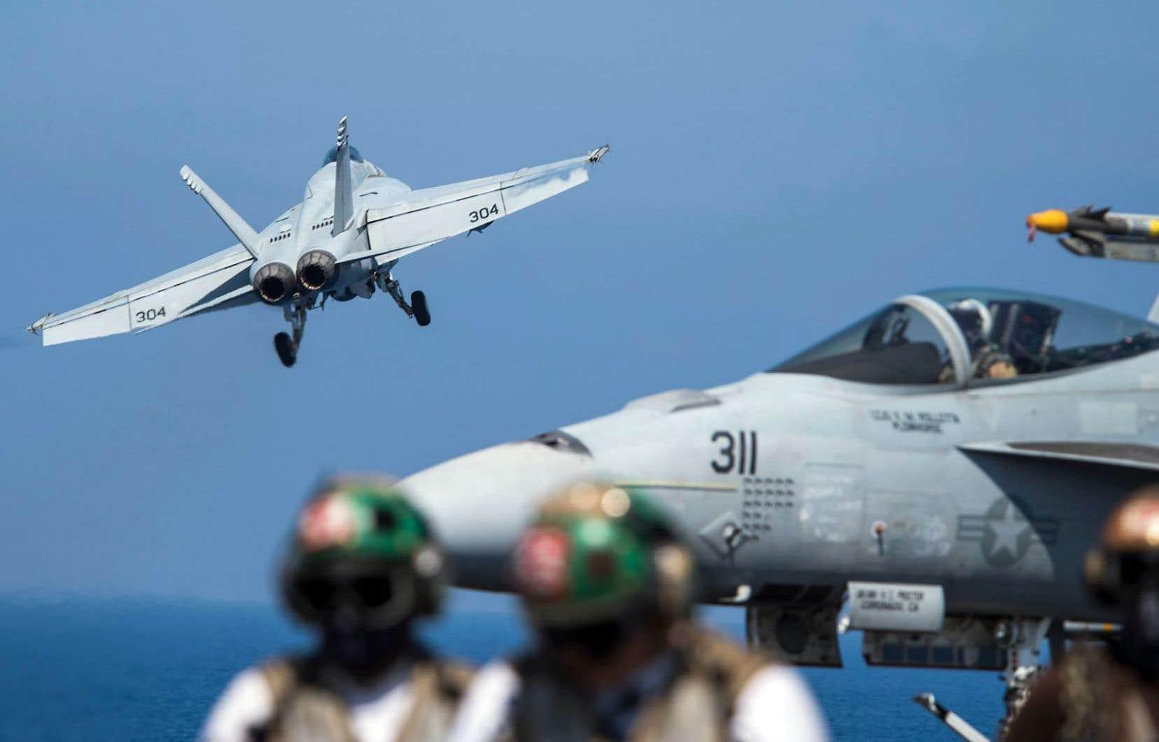 L'idée d'acquérir pour les forces armées canadiennes 18 avions Super Hornet auprès de Boeing a été annoncée en novembre 2016.