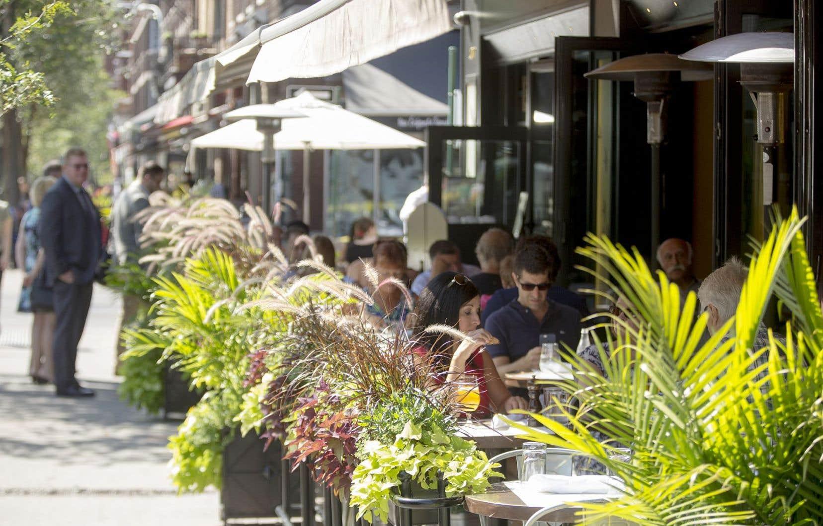 Une terrasse de la rue Bernard