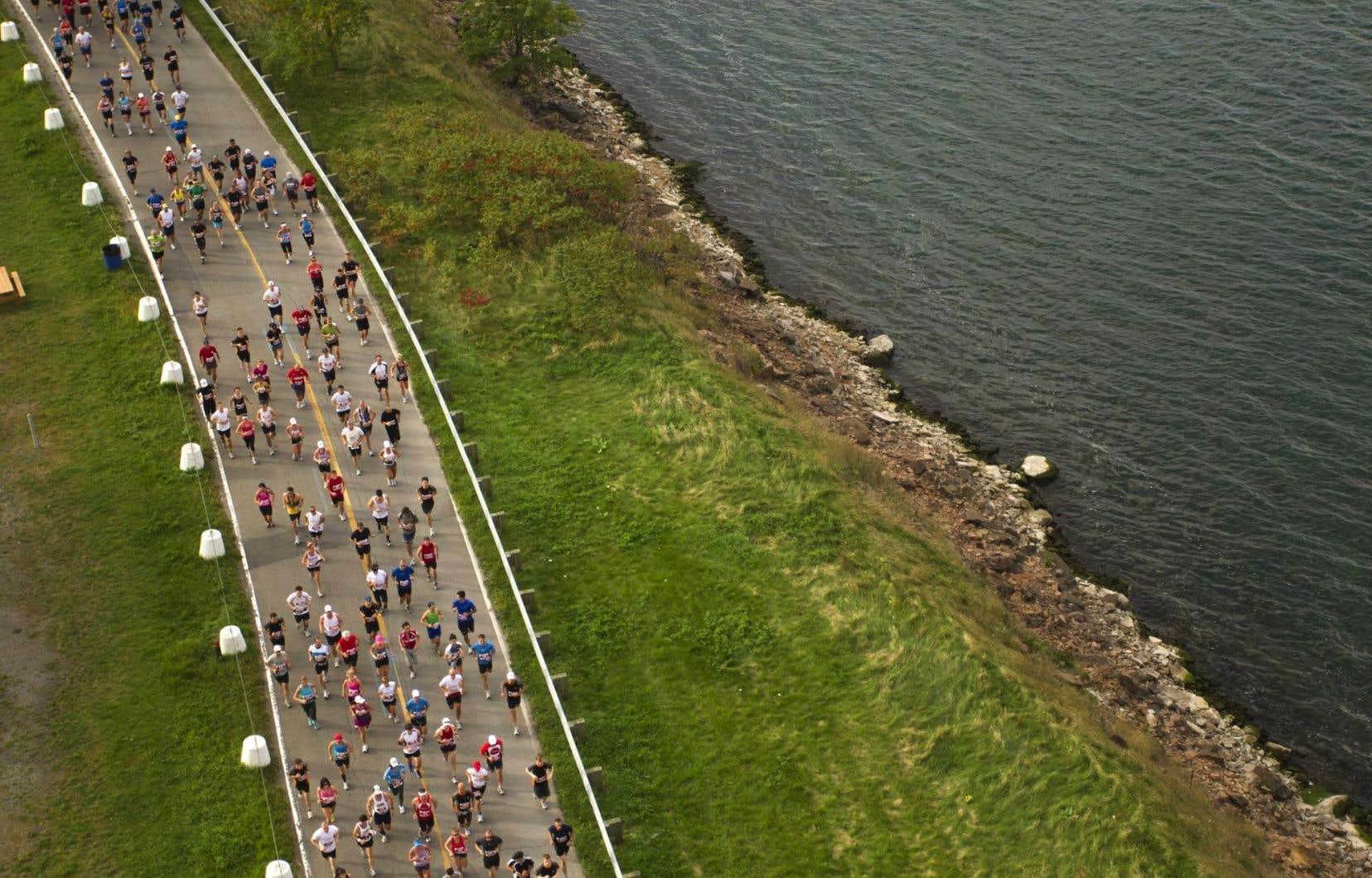 Le temps exceptionnellement chaud prévu en fin de semaine pousse l'équipe du marathon de Montréal à annuler l'épreuve principale.