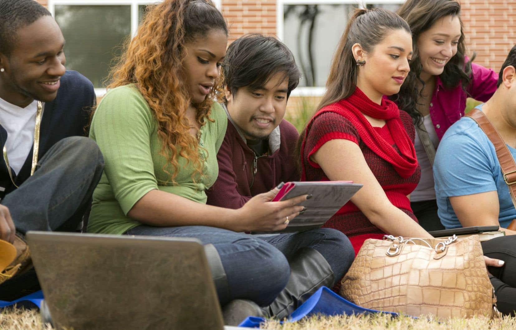Chaque année, entre 900 et 1000 étudiants de l'Université Laval poursuivent leur cursus à l'étranger.