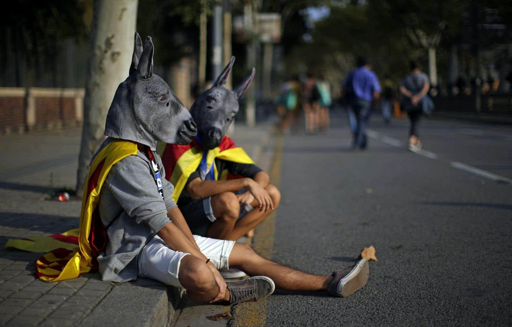 Des milliers de personnes sont descendues dans les rues de Barcelone, jeudi, en soutien au gouvernement de la Catalogne.