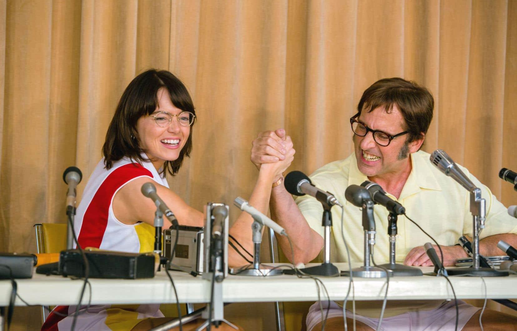 Emma Stone et Steve Carrell prennent les traits des opposants mythiques: Billie Jean King et Bobby Riggs.