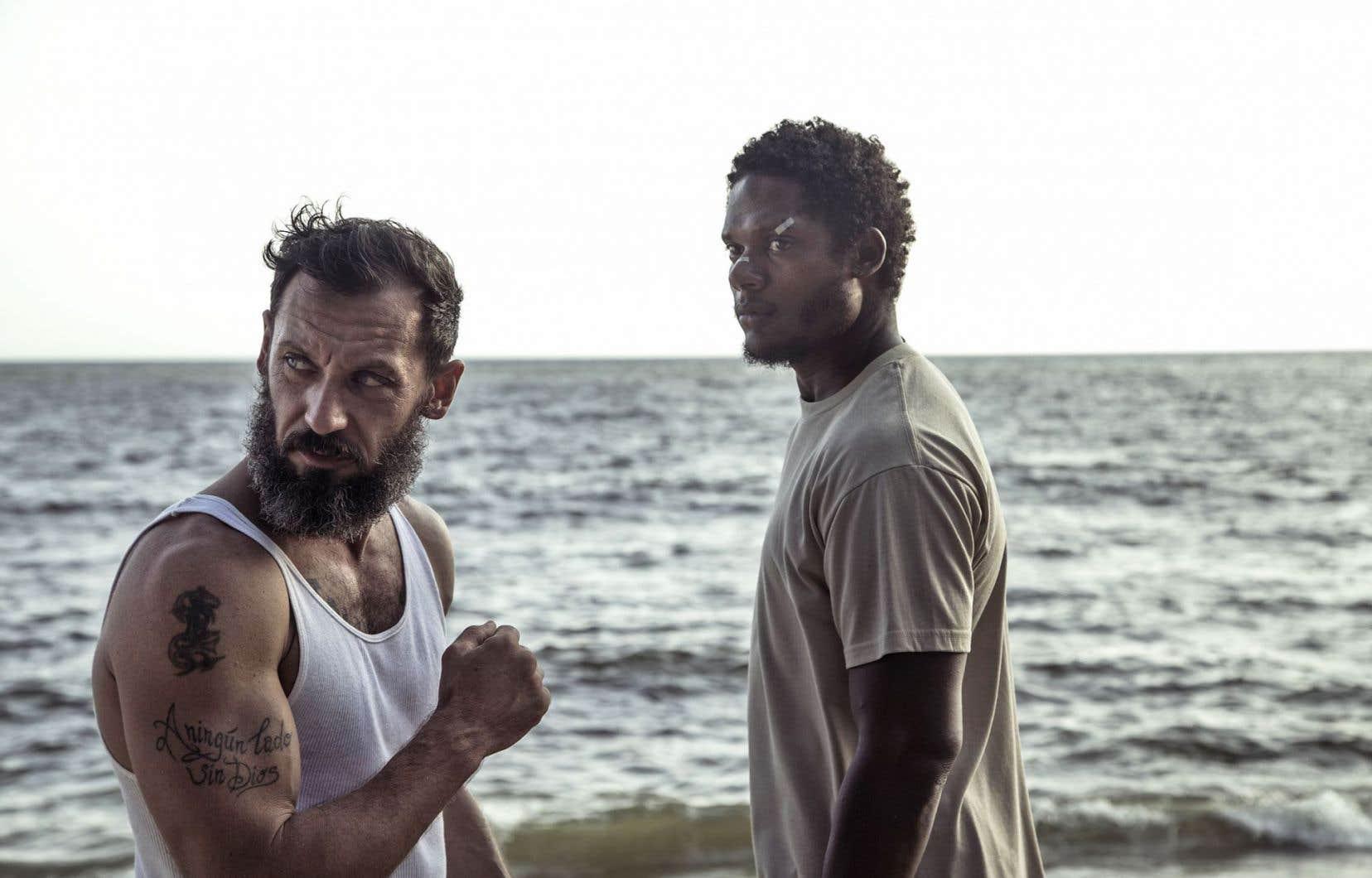 «Sambá», de Laura Amelia Guzman, double récit de rédemption avec pour protagonistes un ex-détenu dominicain forcé au combat de rue et un ex-pugiliste italien accro au jeu qui accepte de l'entraîner, a séduit le jury du FCVQ.