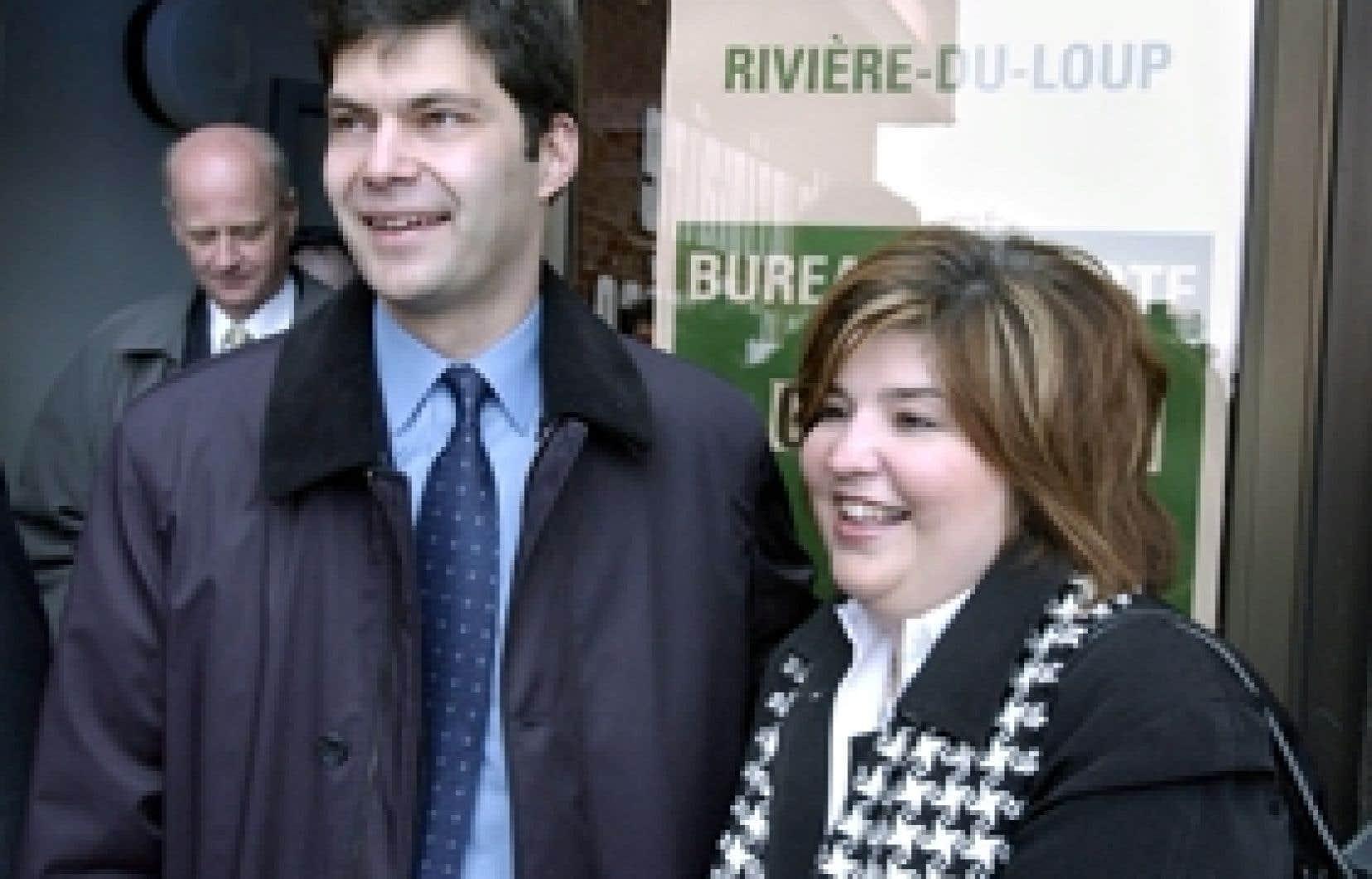 Marie-Claude Barrette et Mario Dumont photographiés en avril 2003, alors qu'ils allaient voter.