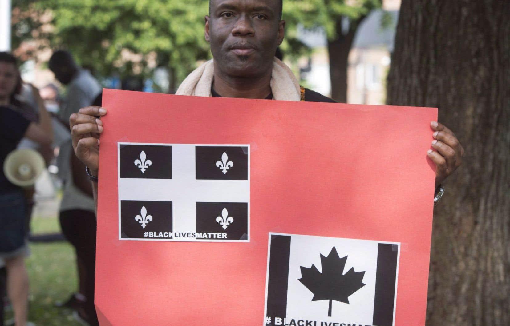 Ce sympathisant de la Ligue des Noirs du Québec a pris part à la manifestation contre la brutalité policière en juillet 2016, à Montréal.