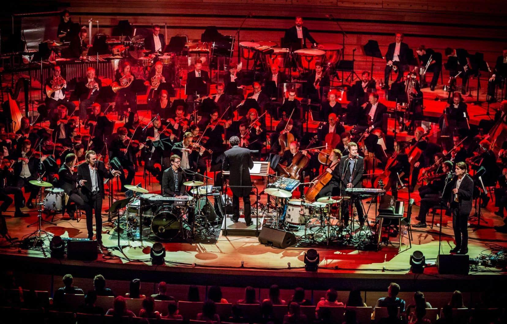 Les musiciens de l'Orchestre symphonique de Montréal ont par moments permis au groupe Half Moon Run de présenter une version «survitaminée en perspectives, harmoniques et décibels» de ses morceaux.