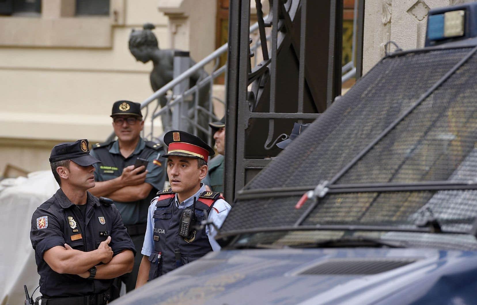 Dimanche, les 10000 policiers espagnols dépêchés par Madrid ne suffiraient pas à empêcher des millions de personnes d'aller voter.