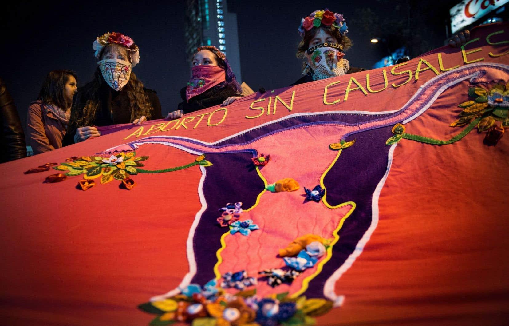 <p>Une manifestation pro-avortement à Santiago, au Chili, en juillet dernier. Le pays a dépénalisé l'avortement thérapeutique deux mois plus tard, le 14 septembre.</p>