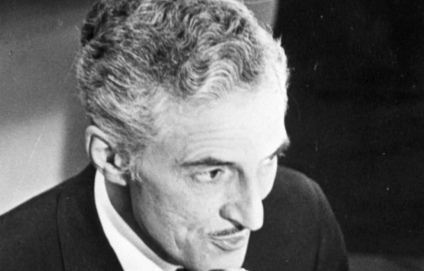 Qui reprocherait à René Lecavalier d'avoir francisé une partie importante du vocabulaire du hockey dans les années 1950? s'interroge l'auteure.