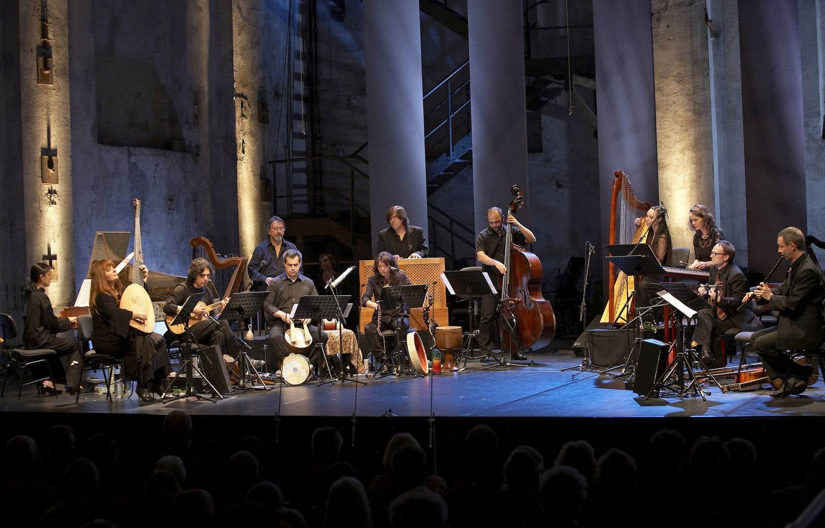 Christina Pluhar et son ensemble L'Arpeggiata présenteront à Montréal un programme imprégné de musiques traditionnelles du Portugal, de Catalogne, d'Espagne, d'Italie et de Grèce.