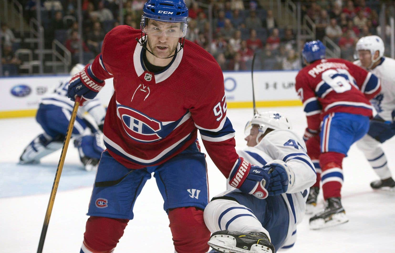 Jonathan Drouin ressort vainqueur du duel contre Miro Aaltonen lors de la rencontre du Canadien contre les Maple Leafs de Toronto, à Québec, mercredi.