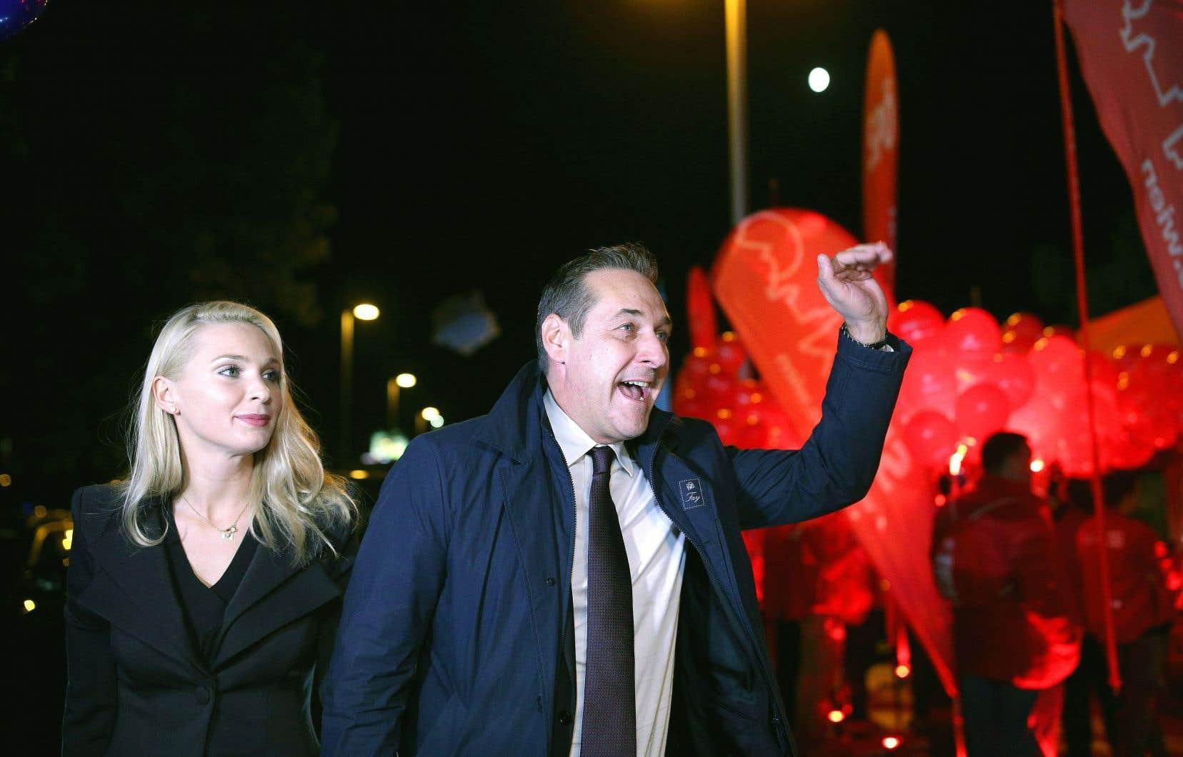 Le chef du FPÖ, Heinz-Christian Strache, en direction d'un débat télévisé, à Vienne, dimanche