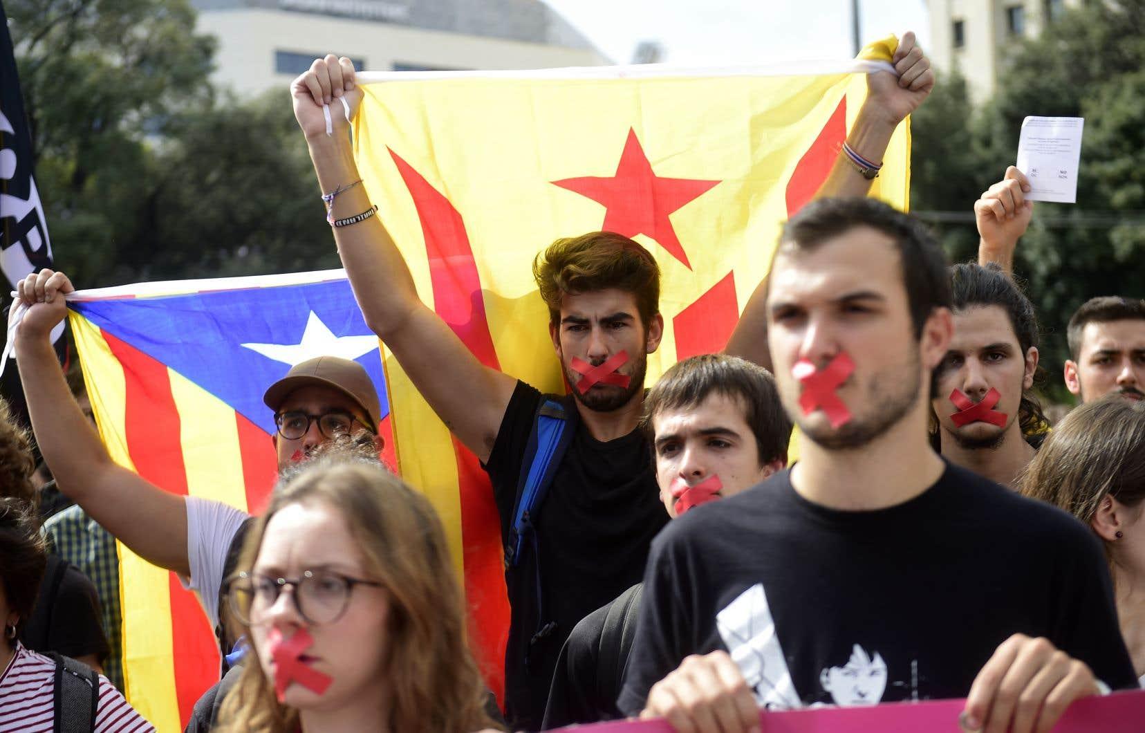 """«Comme au Québec, on a souvent vu des indépendantistes catalans diabolisés et qualifiés de """"nationalistes ethnolinguistiques""""», écrit Jerry White."""