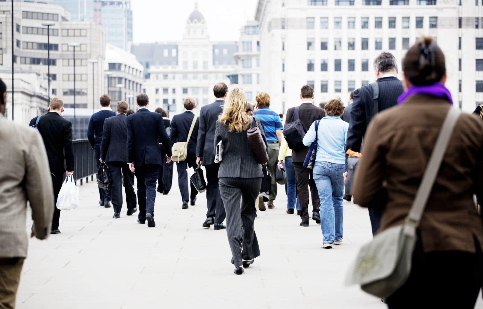 Une salariée à temps plein gagne en moyenne mensuellement 14,3% de moins que son homologue masculin, un taux quasiment inchangé ces dernières années dans la zone OCDE.
