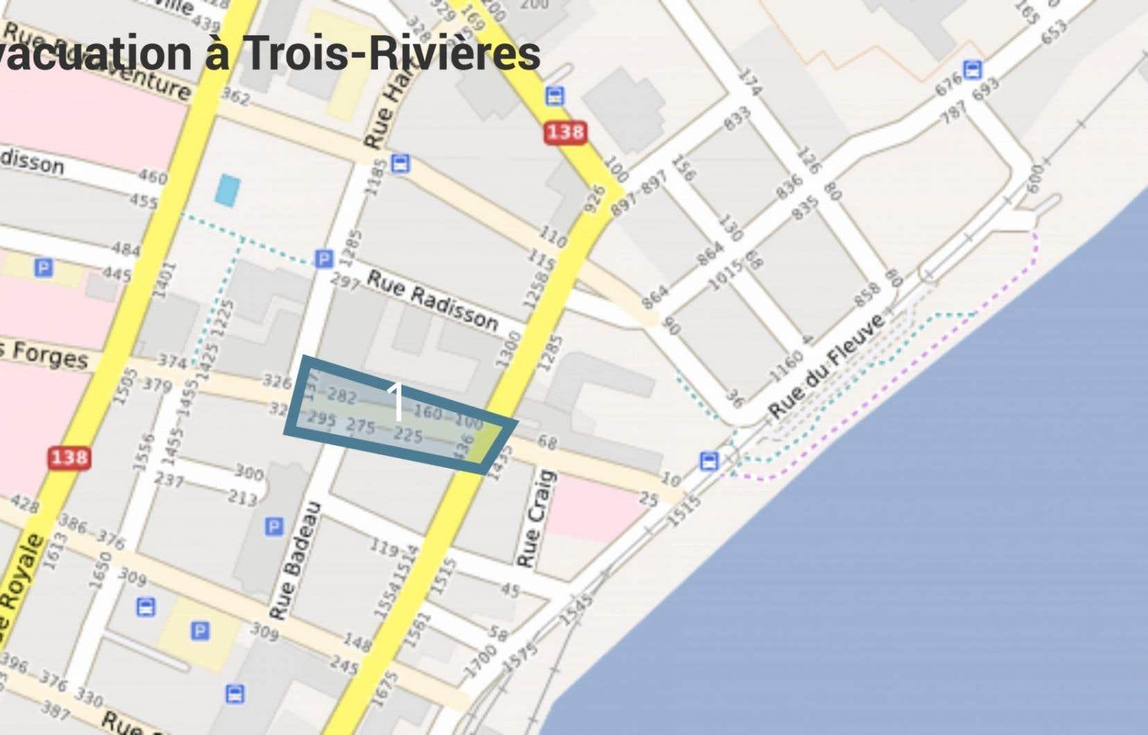 La police de Trois-Rivières a annoncé l'«évacuation totale» des commerces et résidences bordant la rue des Forges entre les rues Hart et Notre-Dame, en cas de déflagration.