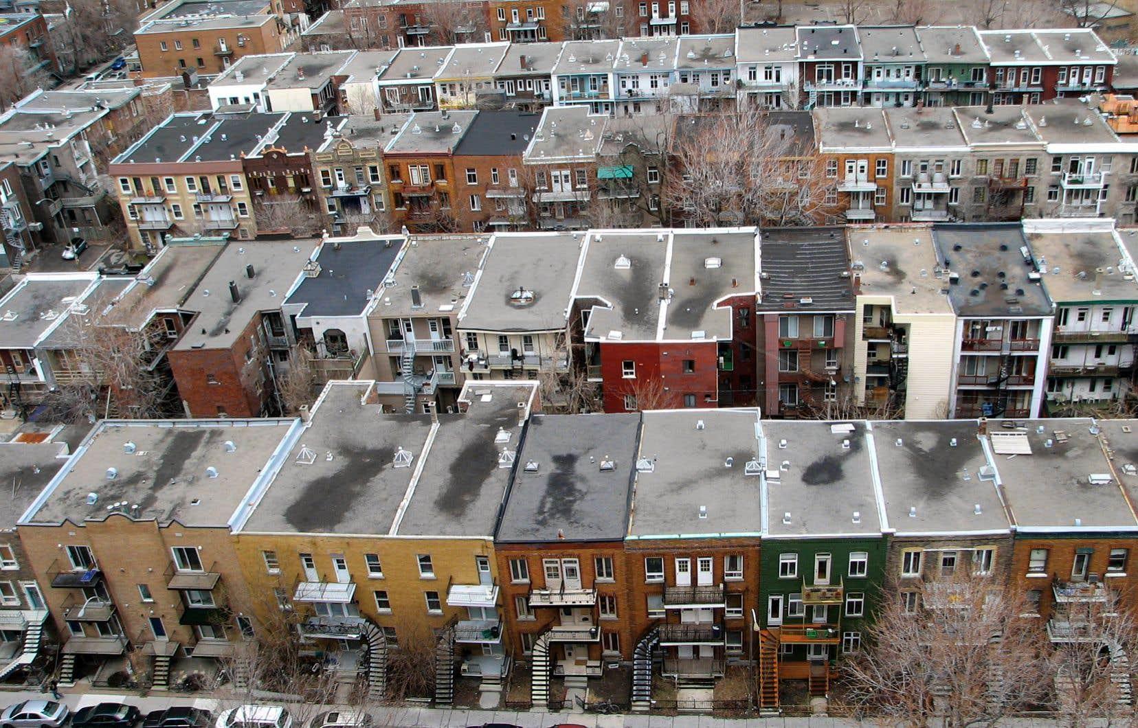 À Montréal, l'habitation devrait avoir pour premier but d'être un milieu de vie pour les individus et les familles, et non un lieu d'investissement et d'enrichissement, soulignent les auteurs.