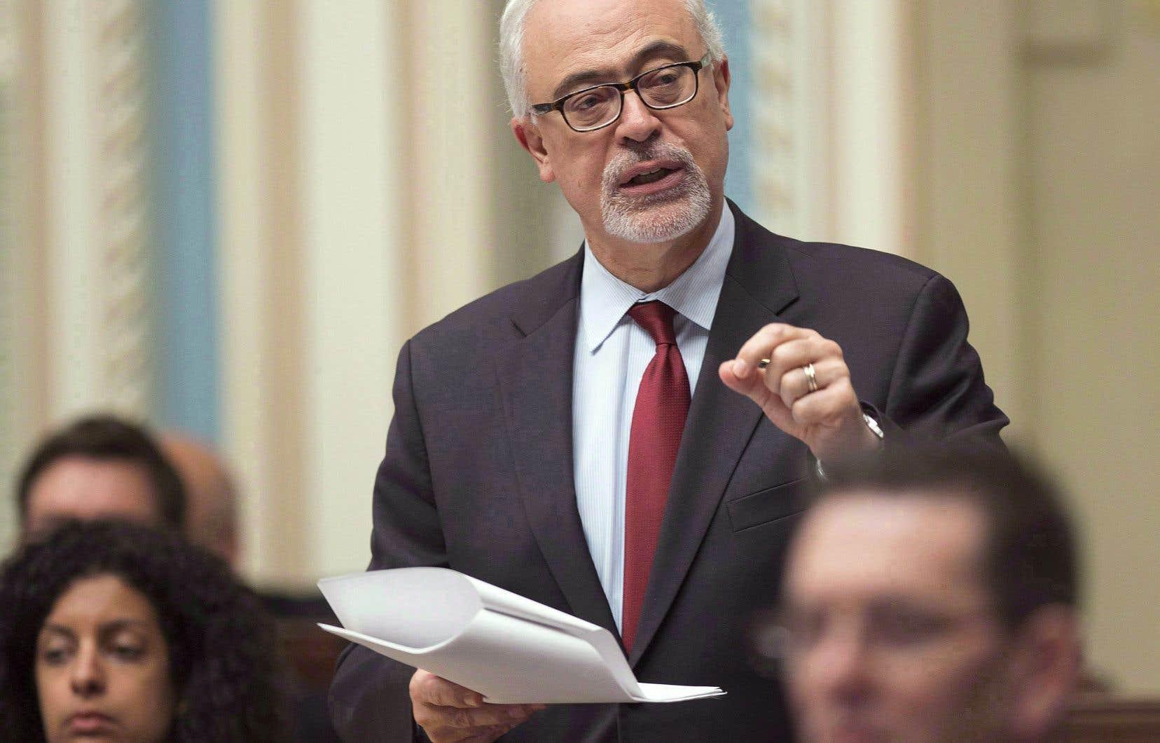 Le projet de loi déposé par le ministre Carlos Leitão est enchâssé dans un document de 488pages comprenant 741articles.