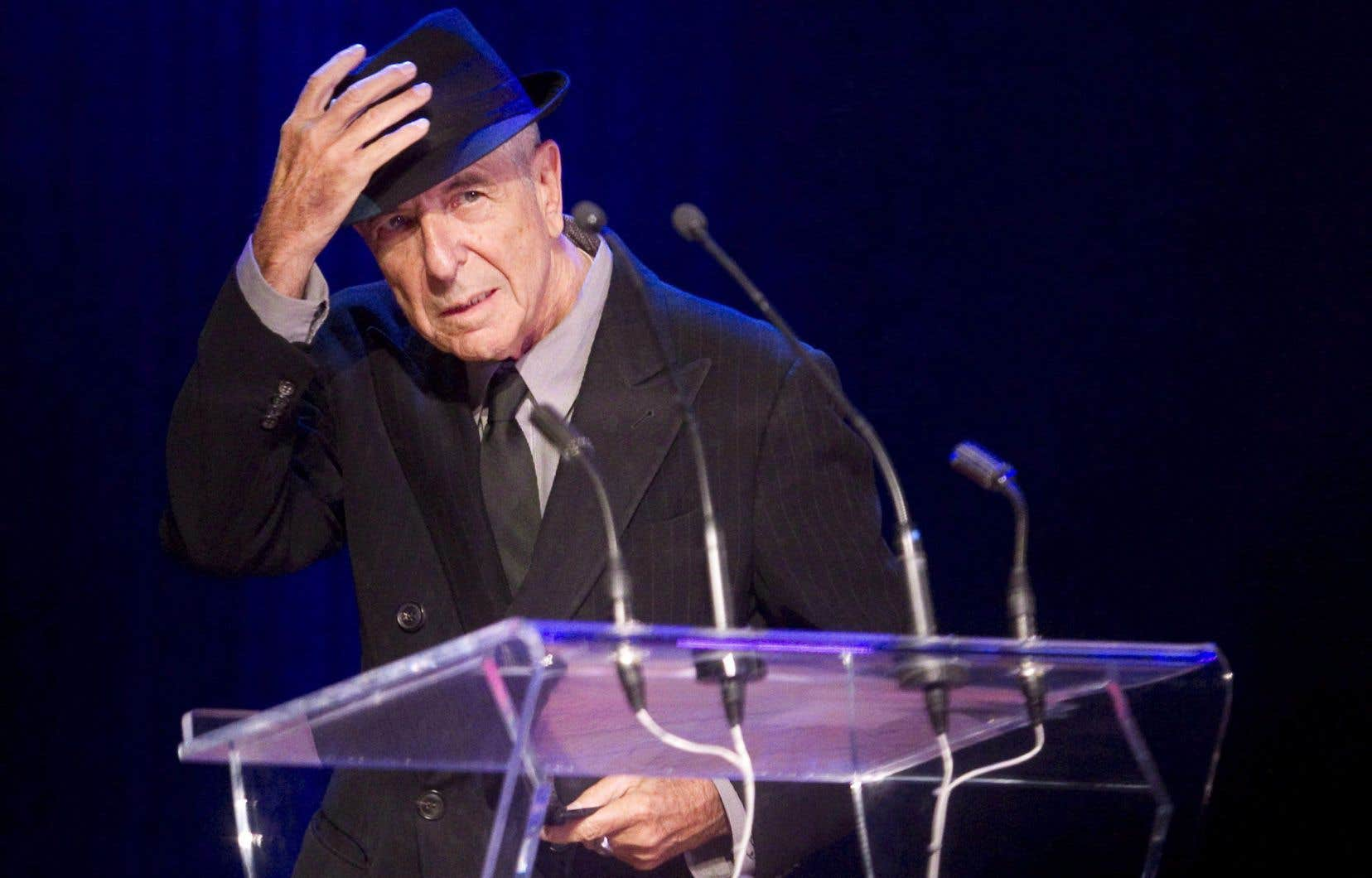 L'auteur-compositeur-interprète Leonard Cohen, au moment de recevoir le prix Glenn Gould à Toronto en 2012