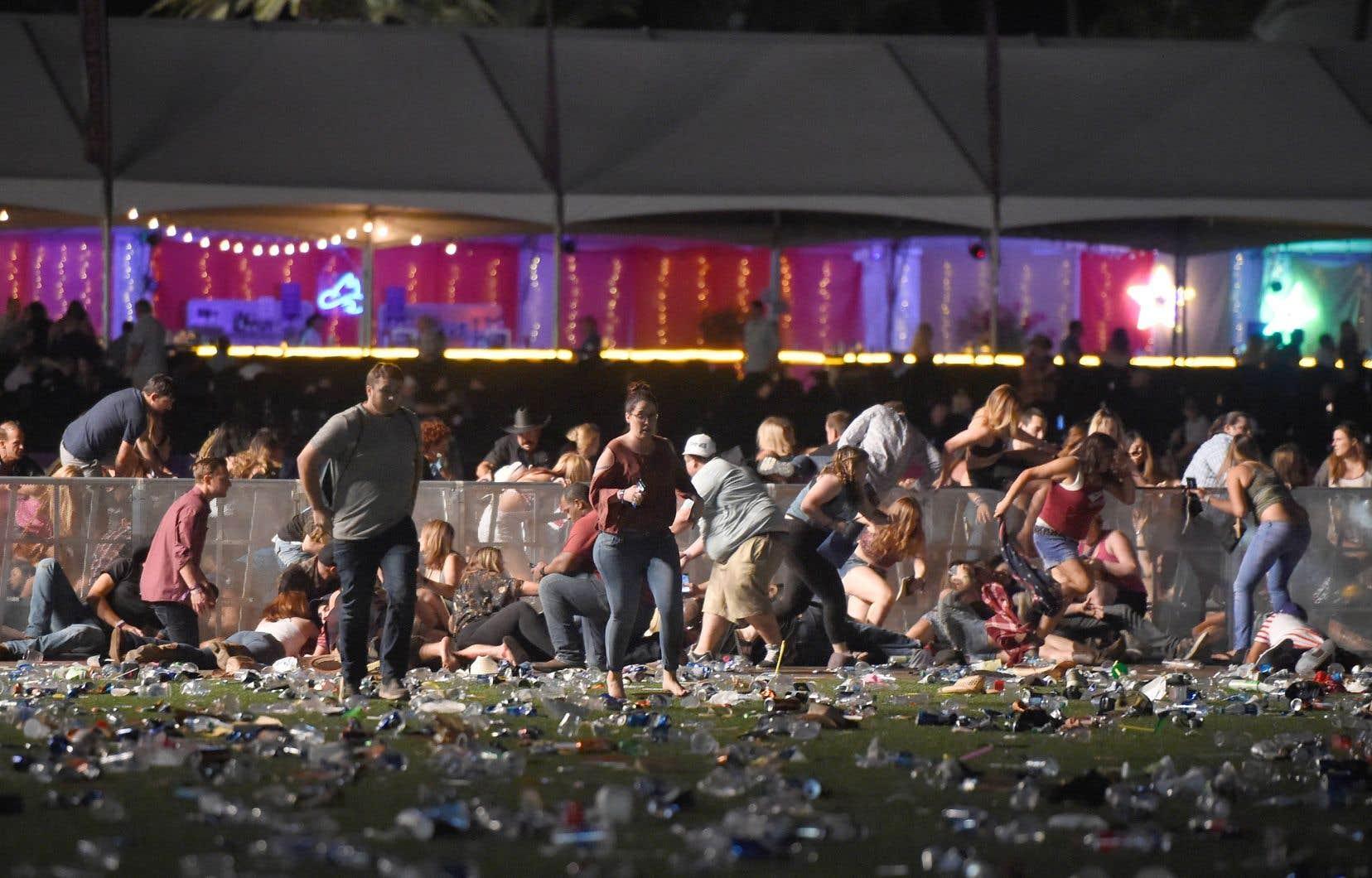 Dans la soirée du 1eroctobre, Stephen Paddock a ouvert le feu sur une foule rassemblée pour un concert de musique, à Las Vegas. Il s'agit de la fusillade la plus meurtrière de l'histoire moderne des États-Unis.