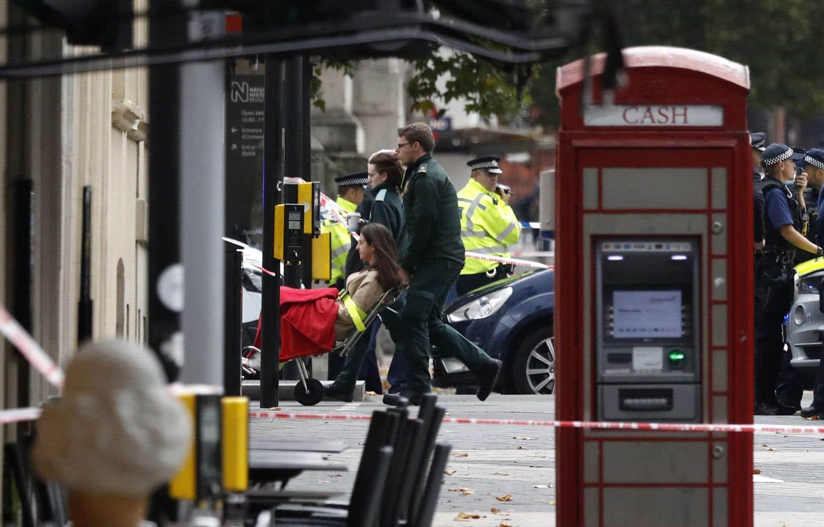 Un homme «a été arrêté» sur les lieux, a ajouté Scotland Yard, précisant que les enquêteurs tentaient d'établir les circonstances de l'incident.