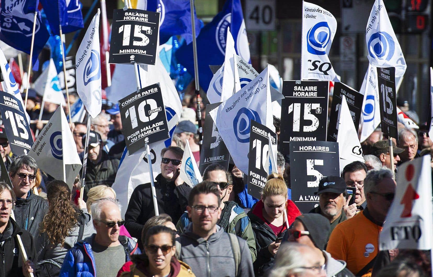 Manifestation pour la hausse du salaire minimum à 15 $ le 15 octobre 2016 à Montréal.
