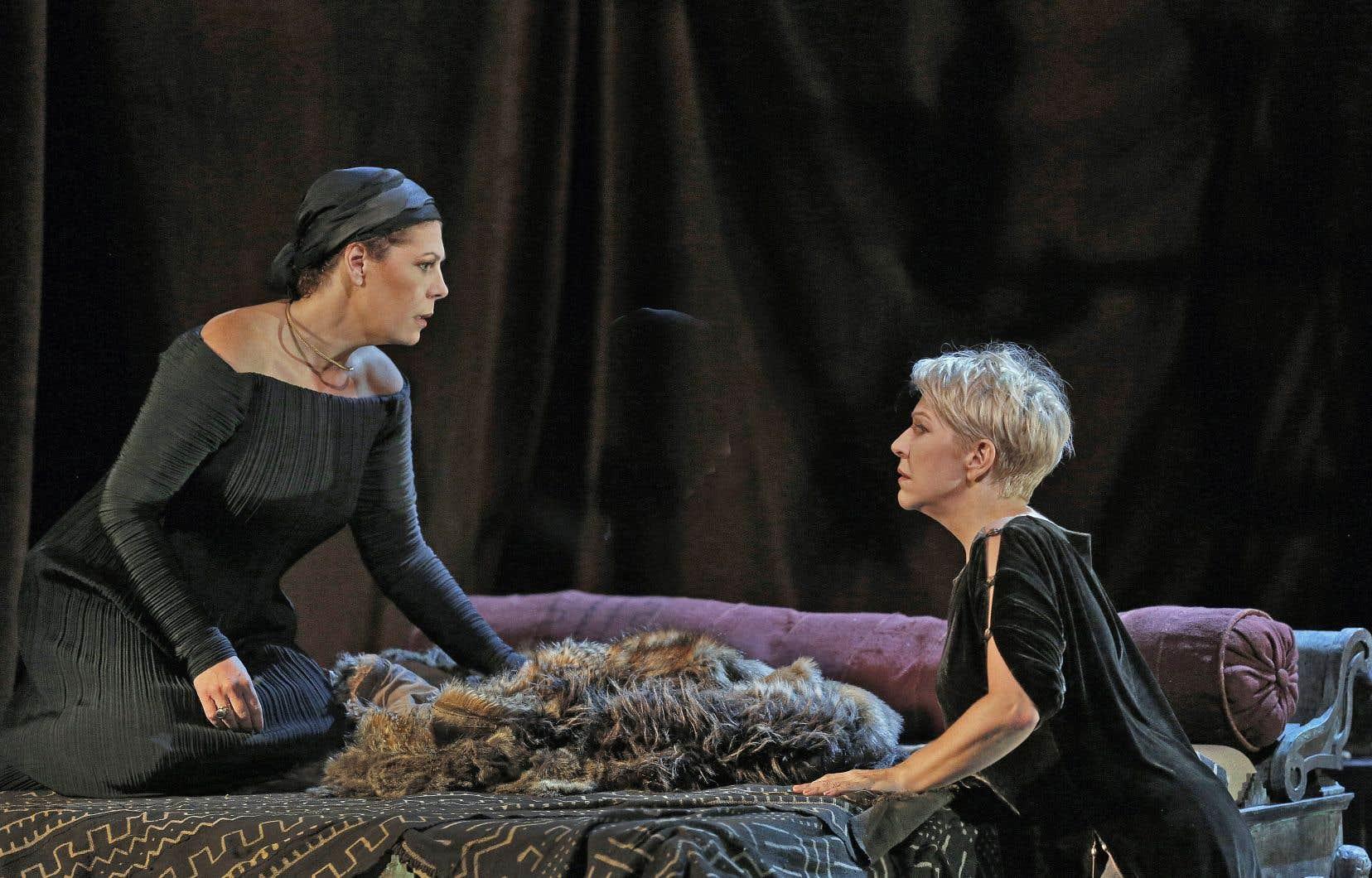 Sondra Radvanovsky (Norma, à gauche) est à son meilleur dans les scènes intimistes avec Joyce DiDonato (Adalgisa).
