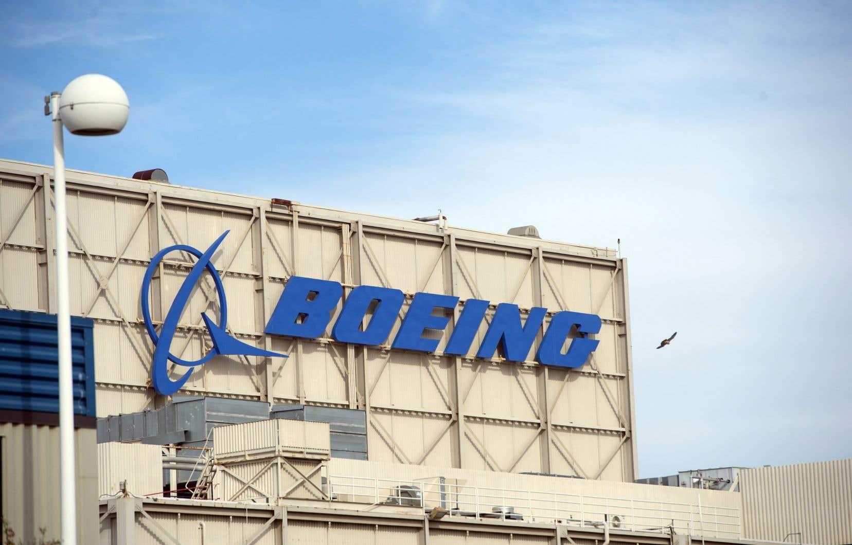 Boeing indique dans son message qu'il emploie 2000 personnes au Canada, soit loin des 7000 salariés de Bombardier aux États-Unis.