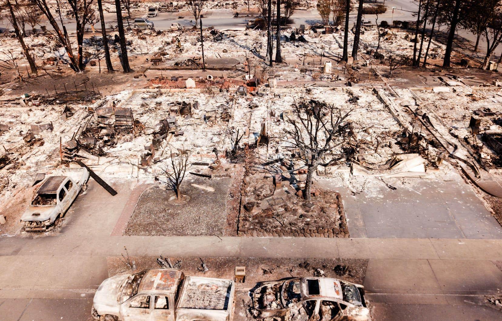 22 incendies ont calciné depuis dimanche près de 70 000 hectares dans huit comtés californiens.