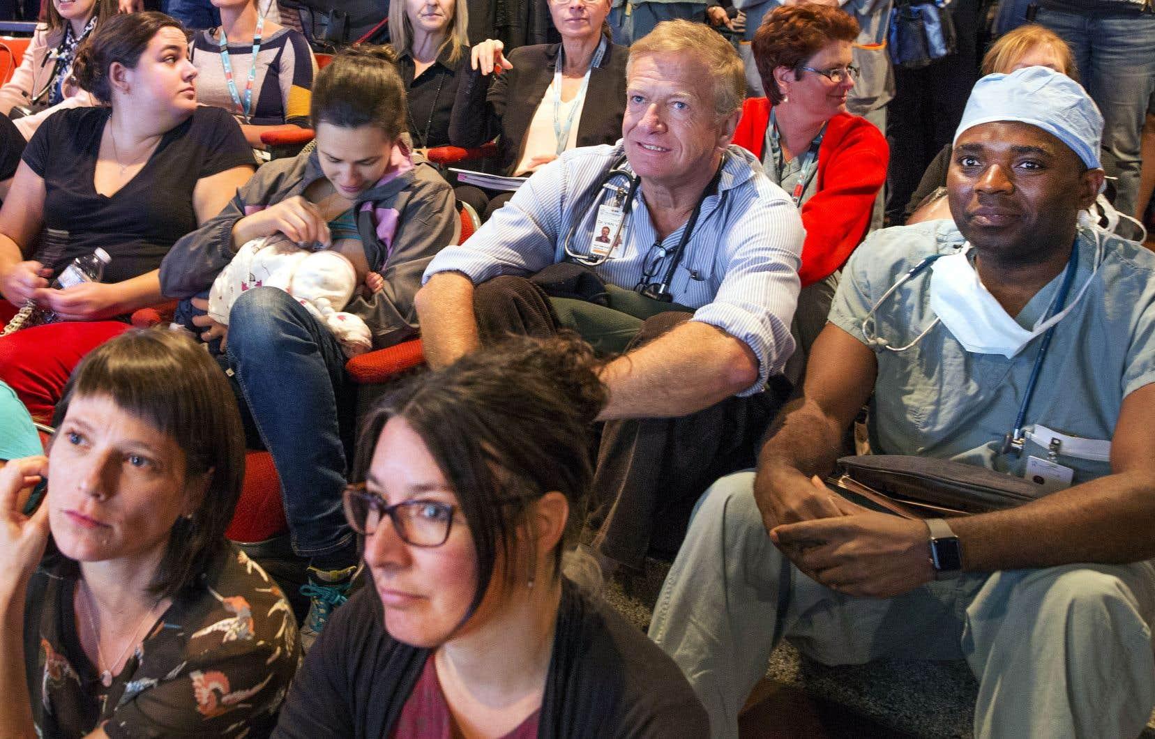 Les professionnels de l'hôpital Sainte-Justine se mobilisent pour empêcher la fusion de leur établissement avec le CHUM.