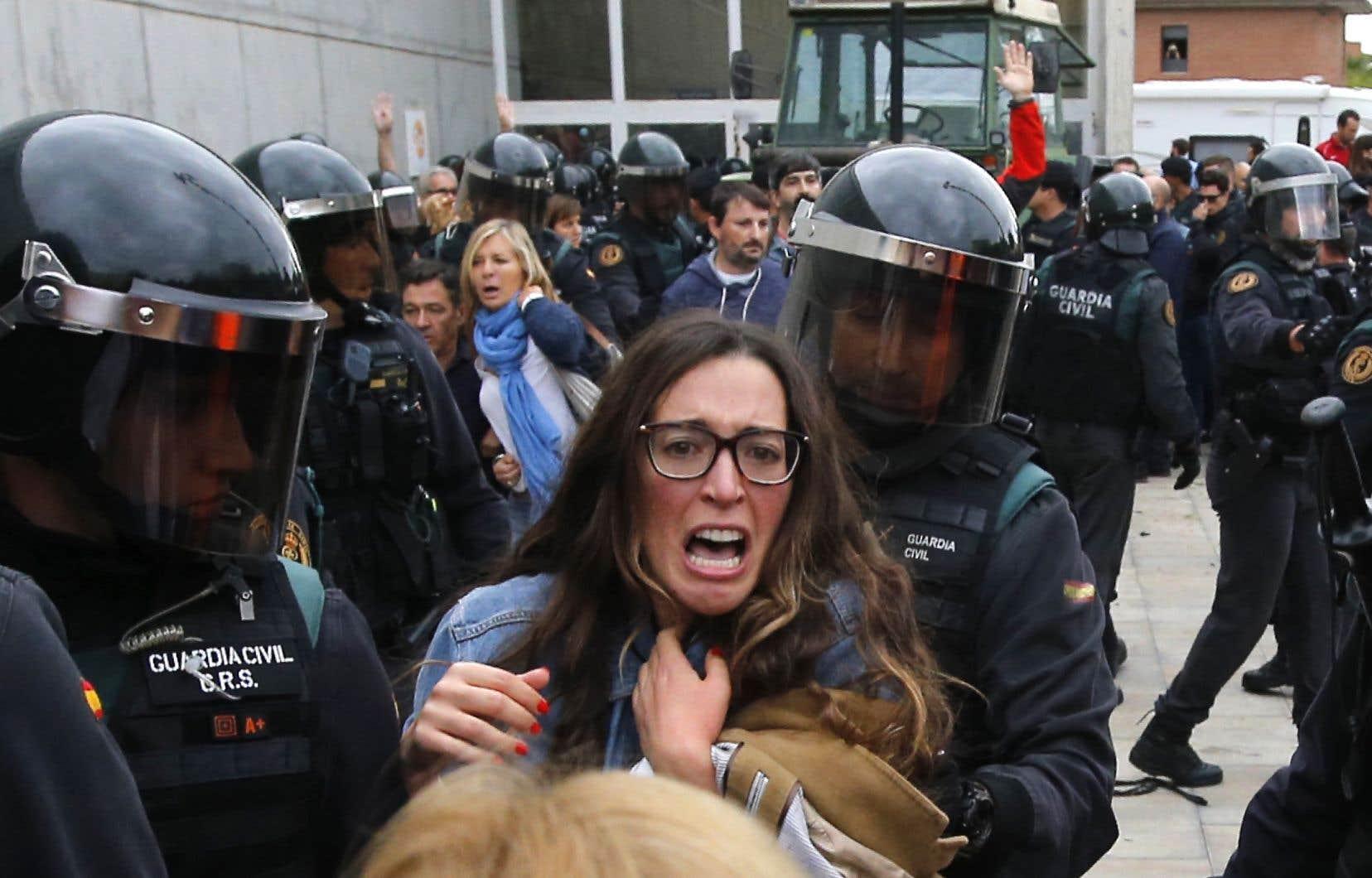 La démocratie, oui, c'est l'État de droit, mais un État de droit respectueux et respecté, voulu et défini par les citoyens, estime l'auteur.