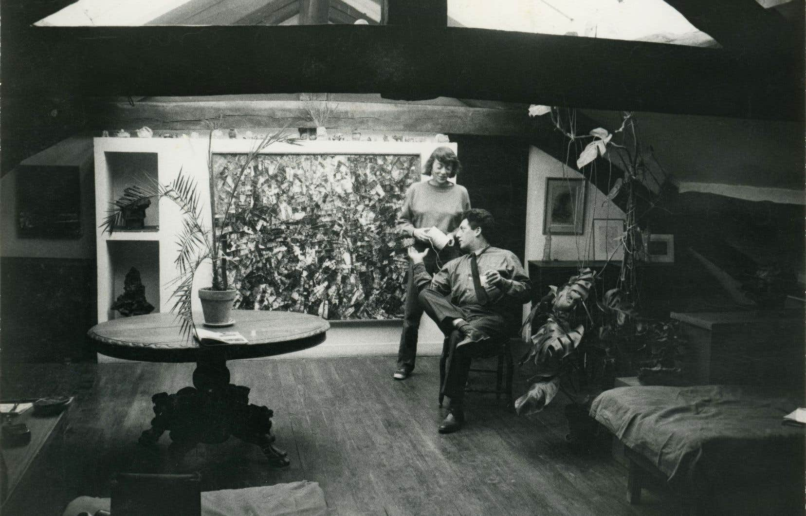 Joan Mitchell et Jean-Paul Riopelle dans leur atelier-appartement de Paris en 1963