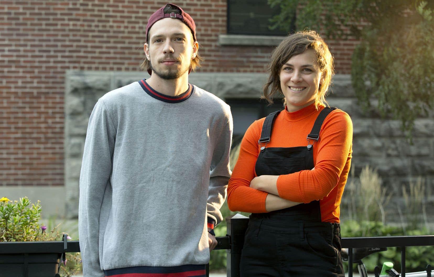 Le duo, dans sa nouvelle création, pose une question: comment disparaître sur scène?