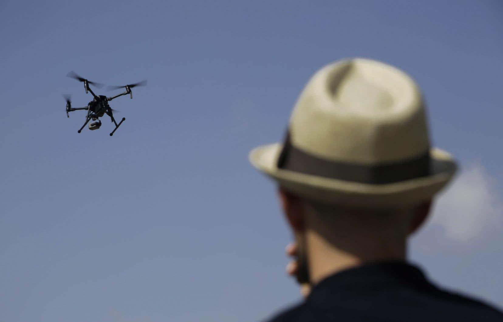 Selon les règles intérimaires adoptées par Transports Canada, l'usage d'un drone à des fins de loisirs est interdit dans un rayon de moins de 5,5 kilomètres autour de tout aéroport