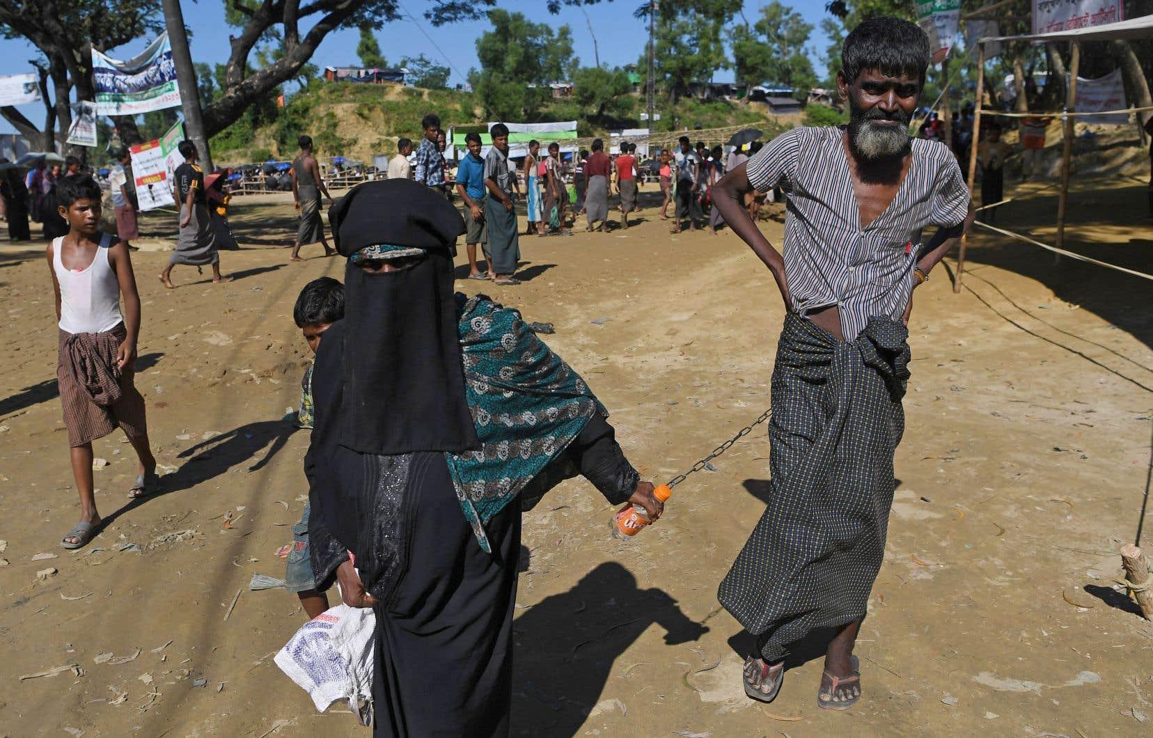 Le gouvernement du Bangladesh a alloué 1200 hectares de forêt pour permettre de construire des abris pour les réfugiés rohingyas, mais beaucoup se sont déjà installés avant que la construction officielle commence.