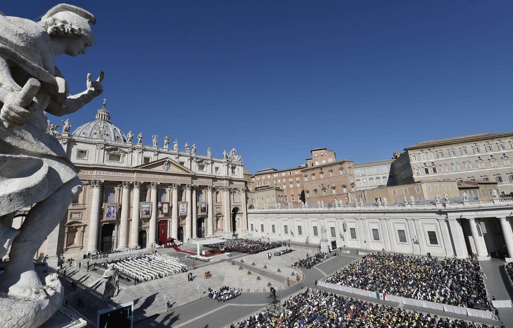 Le souverain pontife a déclaré 35 nouveaux saints lors d'une messe au Vatican, dimanche, suivie par quelque 35000 fidèles.