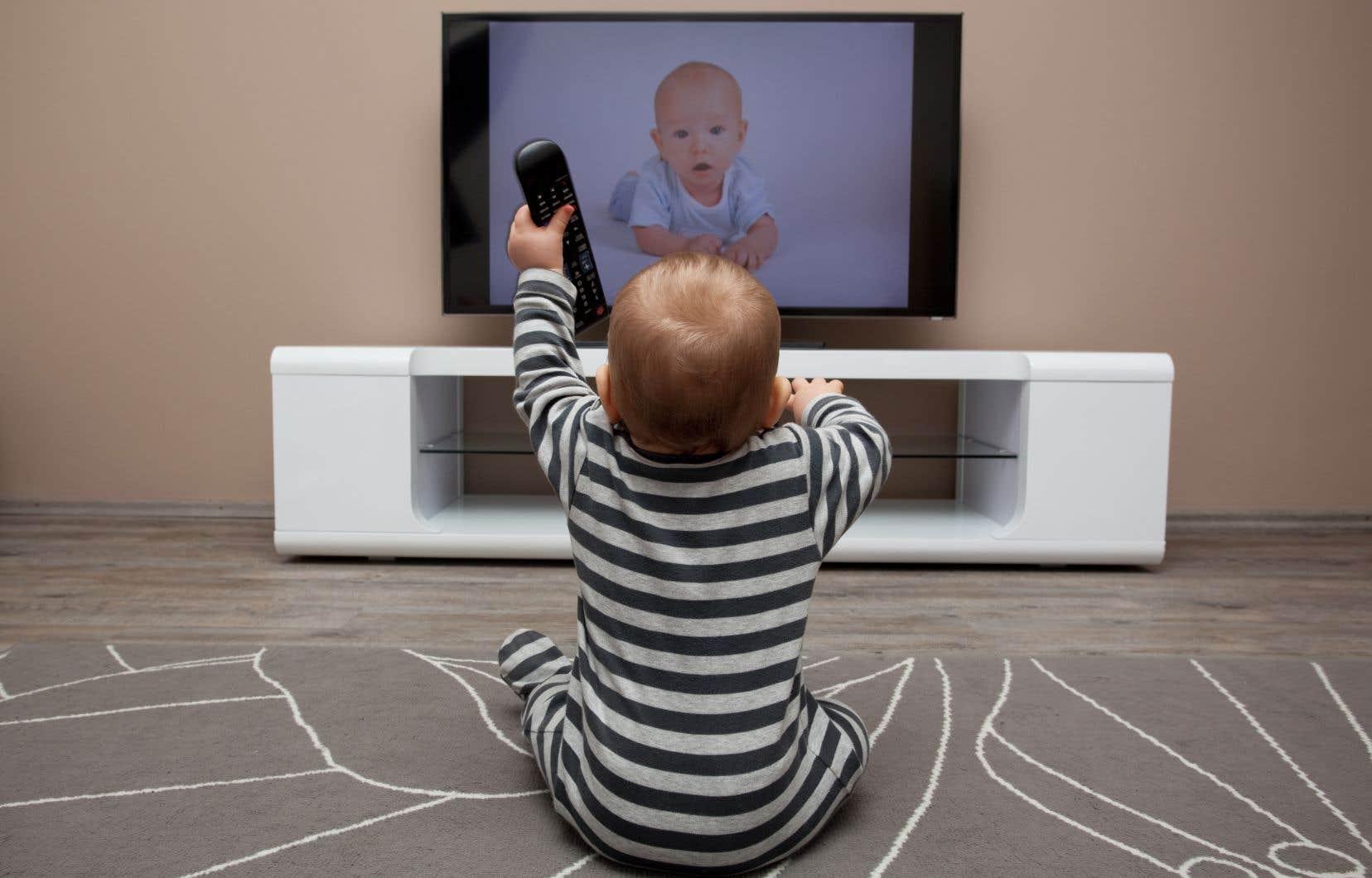Aux États-Unis, l'Association américaine des pédiatres (APA) a conseillé officiellement d'interdire les écrans avant l'âge d'un an et demi.