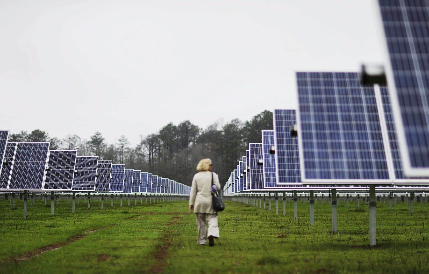 Les secteurs propres ciblés par la Caisse de dépôt comprennent l'éolien, le solaire, les transports en commun et l'efficacité énergétique.