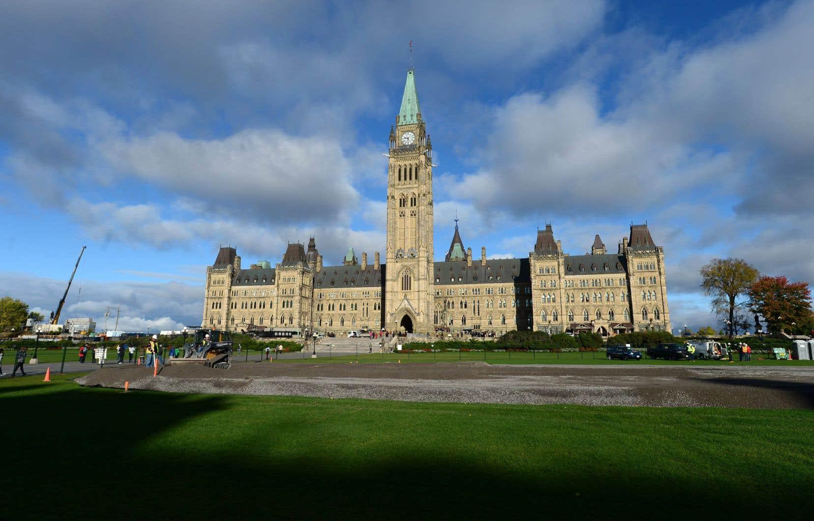 Tous les partis fédéraux se sont opposés à la nouvelle loi sur la neutralité religieuse adoptée à Québec.